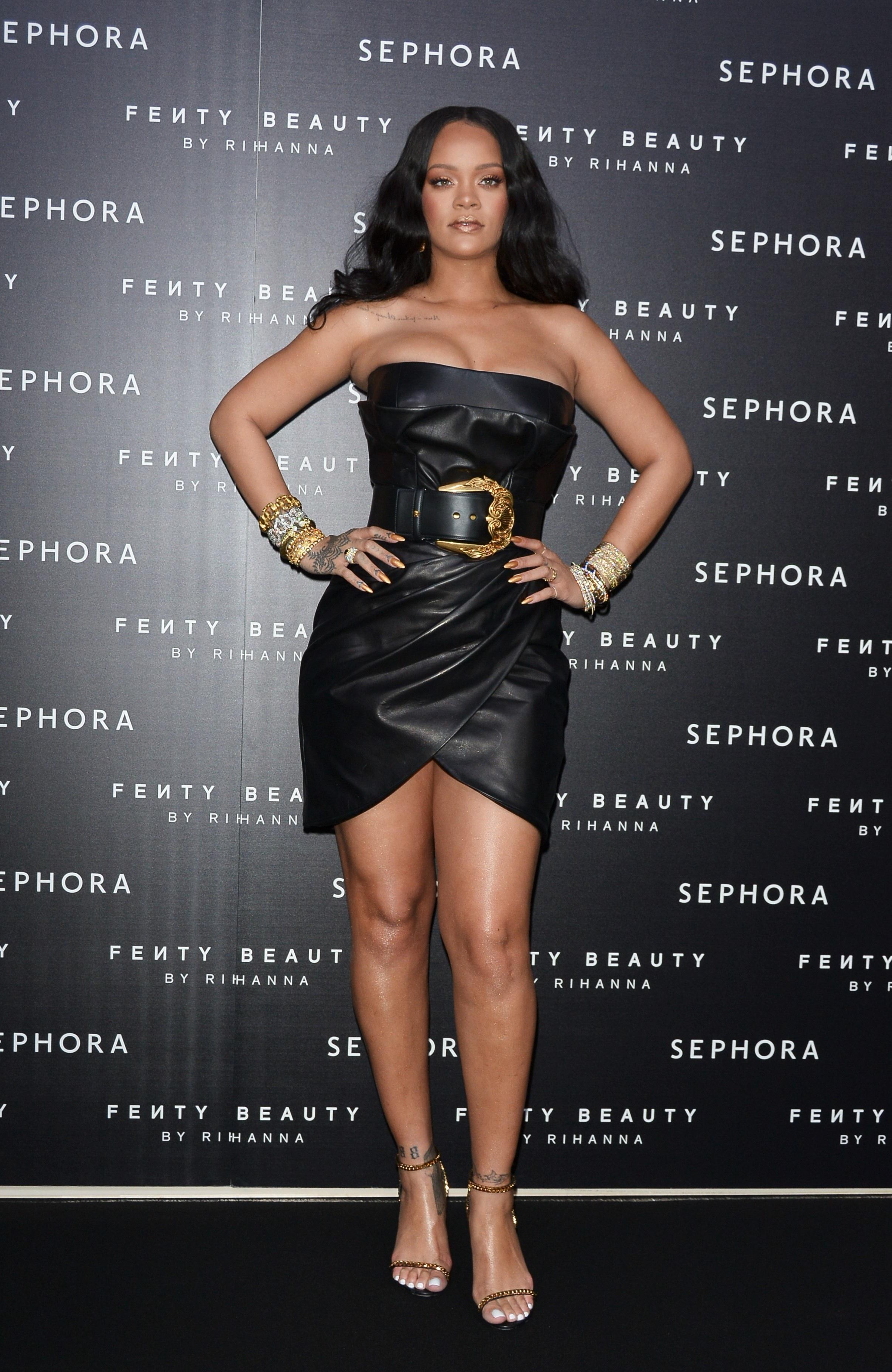 Milano East end Studios, Rihanna, icona internazionale della musica, della moda e della bellezza celebra il lancio del suo marchio cosmetico Fenty Beauty by Rihanna di SEPHORA, con la partecipazione di fan. Rihanna durante l'evento indossa abito VERSACE.  Milan East end Studios, Rihanna international icon of music, fashion and beauty, celebrates the launch of its SEPHORA cosmetic brand Fenty Beauty by Rihanna, with the participation of fans.  Rihanna wearing the VERSACE dress during the event. <P> Pictured: Rihanna wears VERSACE dress <B>Ref: SPL1677246  060418  </B><BR/> Picture by: Nick Zonna / Splash News<BR/> </P><P> <B>Splash News and Pictures</B><BR/> Los Angeles:310-821-2666<BR/> New York:212-619-2666<BR/> London:870-934-2666<BR/> <span id=