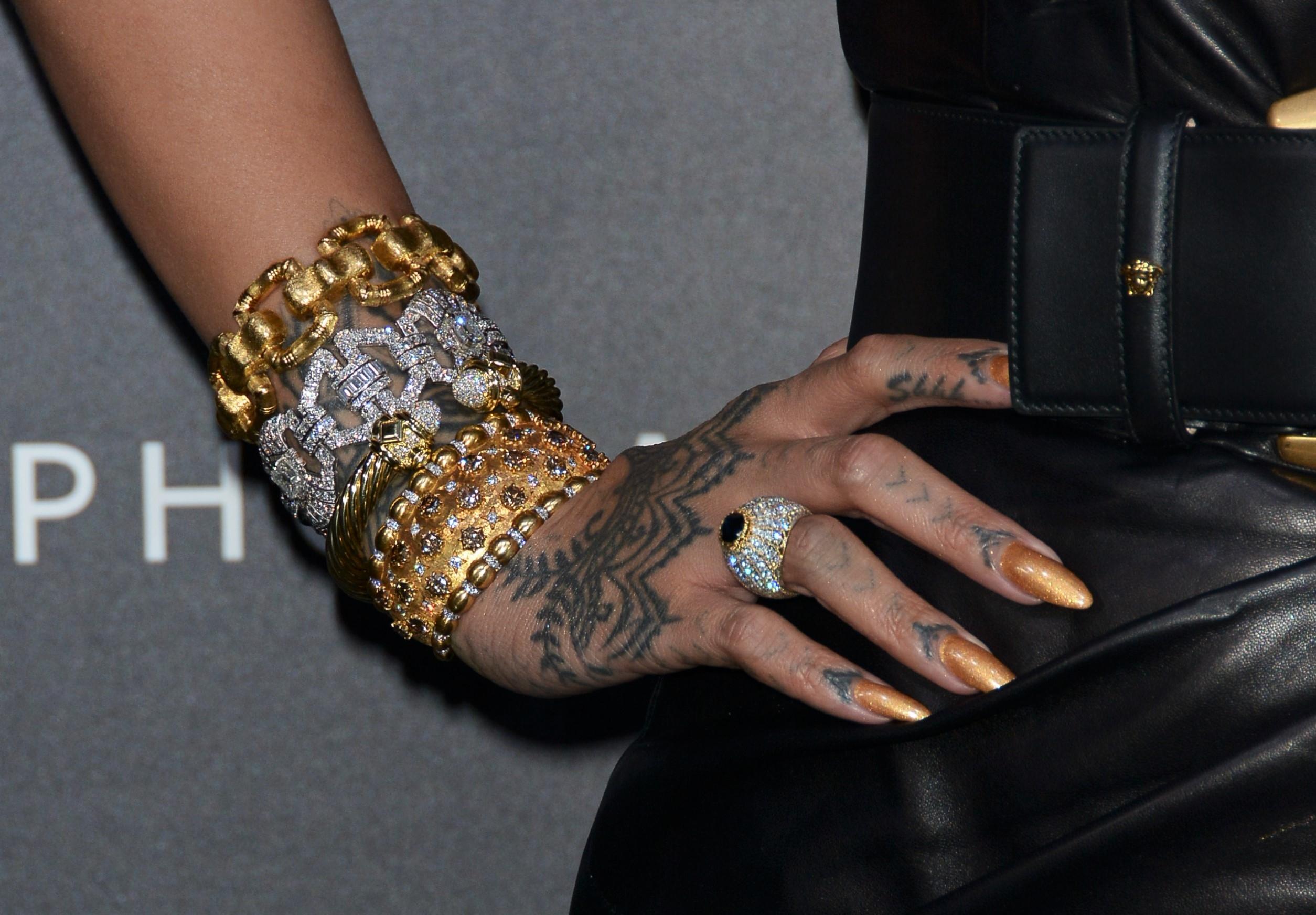 Milano East end Studios, Rihanna, icona internazionale della musica, della moda e della bellezza celebra il lancio del suo marchio cosmetico Fenty Beauty by Rihanna di SEPHORA, con la partecipazione di fan. Rihanna durante l'evento indossa abito VERSACE.  Milan East end Studios, Rihanna international icon of music, fashion and beauty, celebrates the launch of its SEPHORA cosmetic brand Fenty Beauty by Rihanna, with the participation of fans.  Rihanna wearing the VERSACE dress during the event. <P> Pictured: Rihanna wears VERSACE dress     hands and accessories details <B>Ref: SPL1677246  060418  </B><BR/> Picture by: Nick Zonna / Splash News<BR/> </P><P> <B>Splash News and Pictures</B><BR/> Los Angeles:310-821-2666<BR/> New York:212-619-2666<BR/> London:870-934-2666<BR/> <span id=