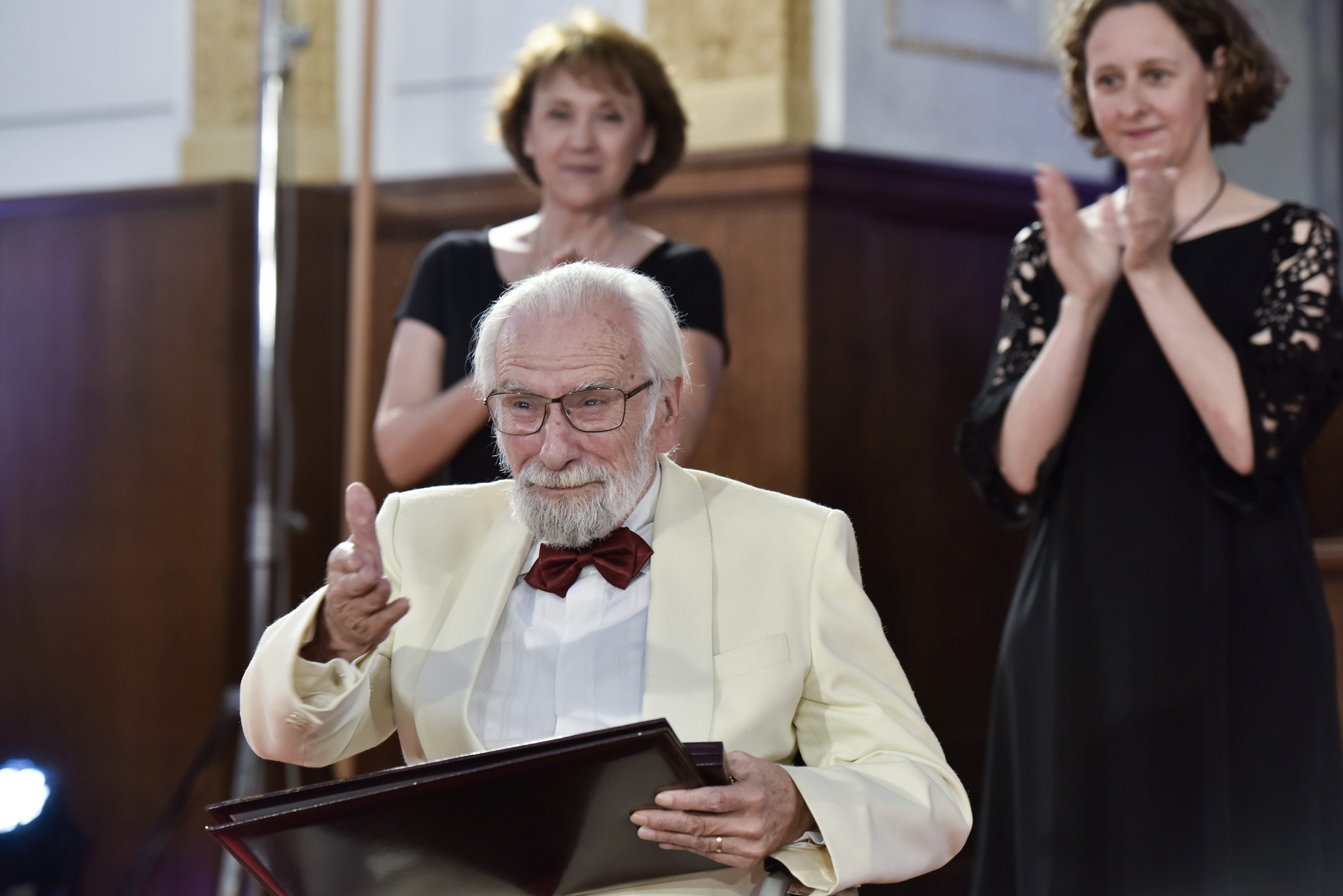 Na fotografiji: Božidar Smiljanić prima Nagradu Vladimir Nazor za životno djelo