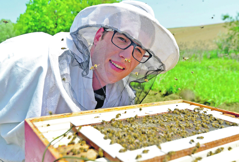 Tvrtko Matijević uzgaja pčele i proizvodi pčelinji otrov