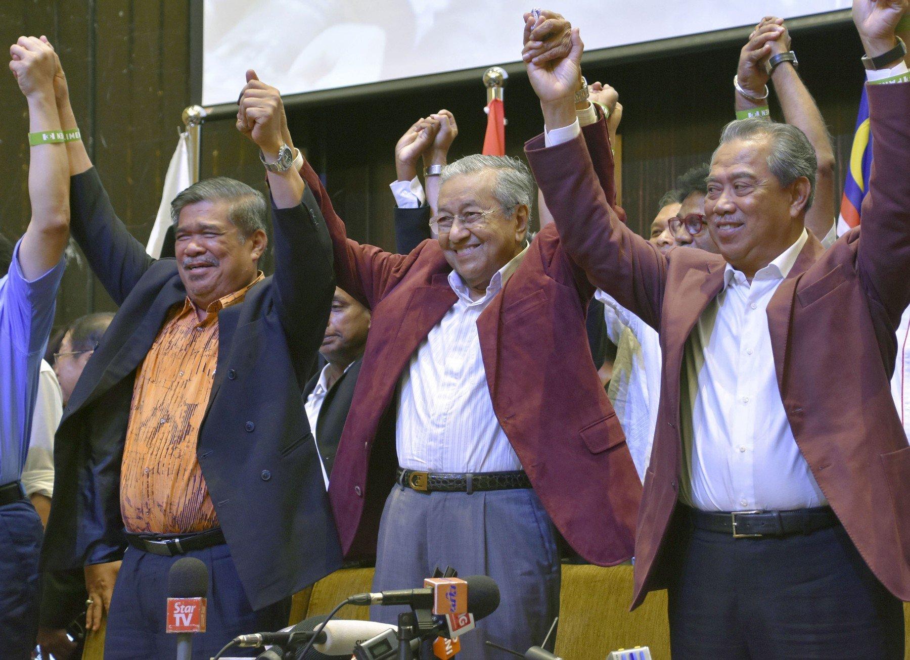 Mahathir Mohamad u sredini