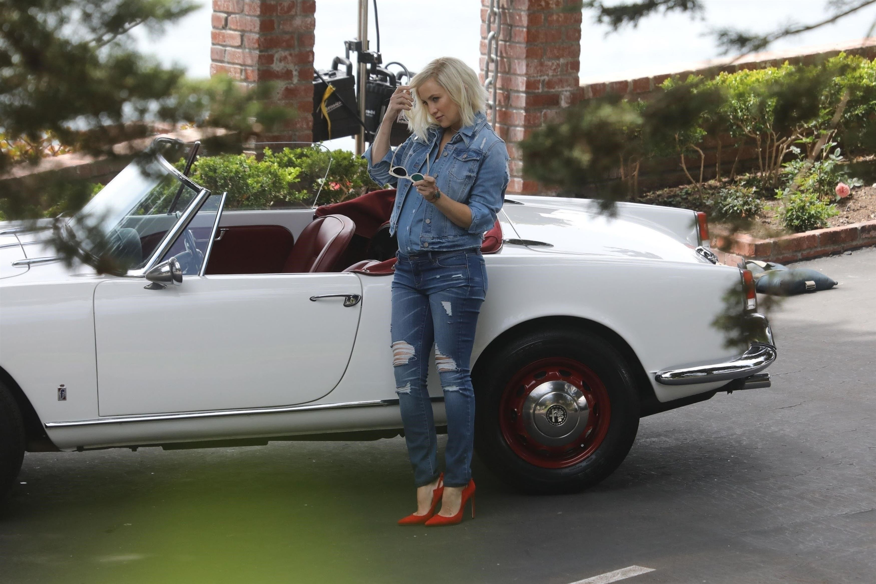 Malibu, CA  - *EXCLUSIVE* **WEB MUST CALL FOR PRICING** - Pregnant Kate Hudson and her growing baby bump pose up wearing double denim, red heels and a wig during a photoshoot in Malibu. Kate looked to having a good time during the shoot as she could be seen laughing and smiling. Shot on 05/09/18.  Pictured: Kate Hudson    *UK Clients - Pictures Containing Children Please Pixelate Face Prior To Publication*, Image: 371248153, License: Rights-managed, Restrictions: , Model Release: no, Credit line: Profimedia, AKM-GSI