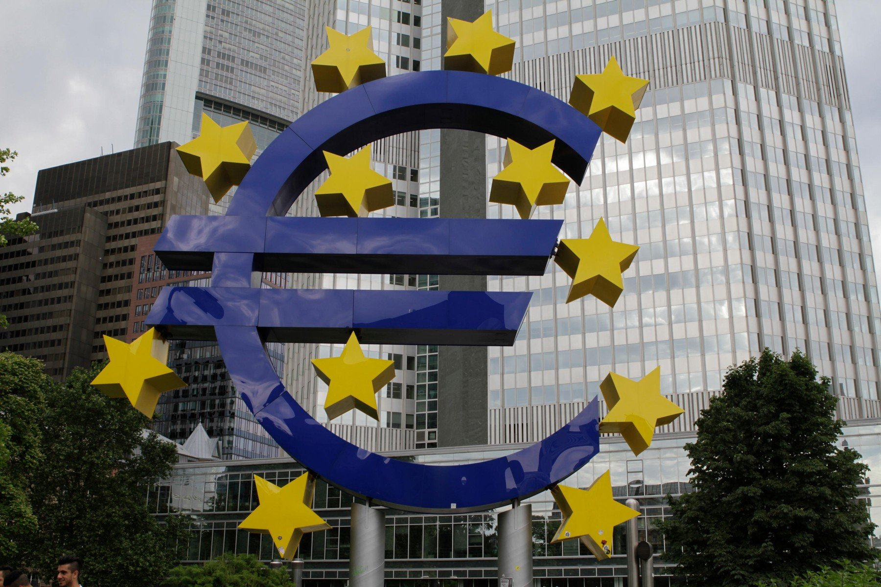 Euro-Sculptura ispred bivšeg sjedišta ECB-a u Frankfurtu