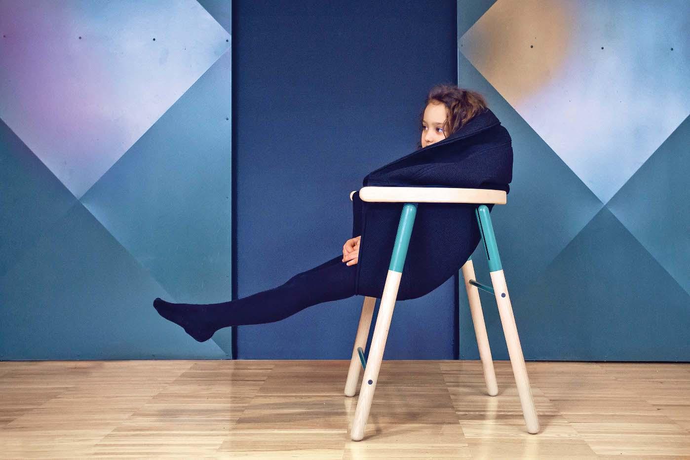 Sjedalica na stolcu Mia izrađena je od prozračne tkanine...