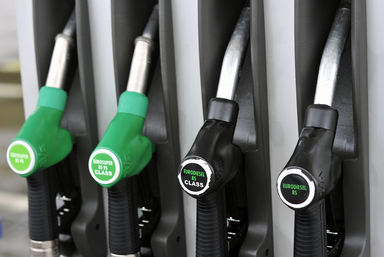 Ilustracija, benzinska crpka