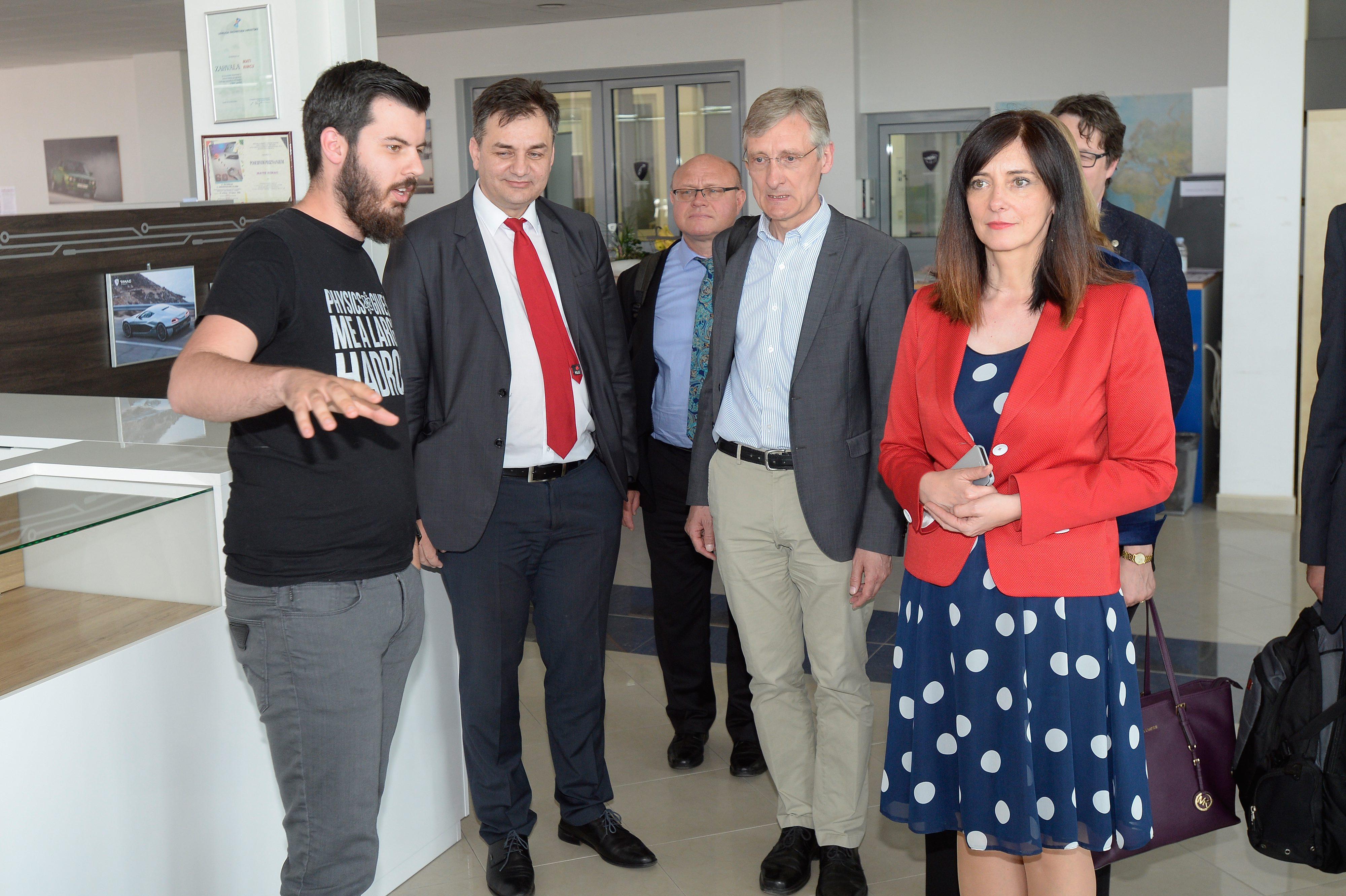Mate Rimac i Blaženka Divjak s gostima iz CERN-a