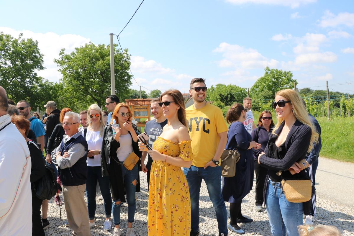 Blogeri i novinari posjetili Farmu jelena nedaleko Termi