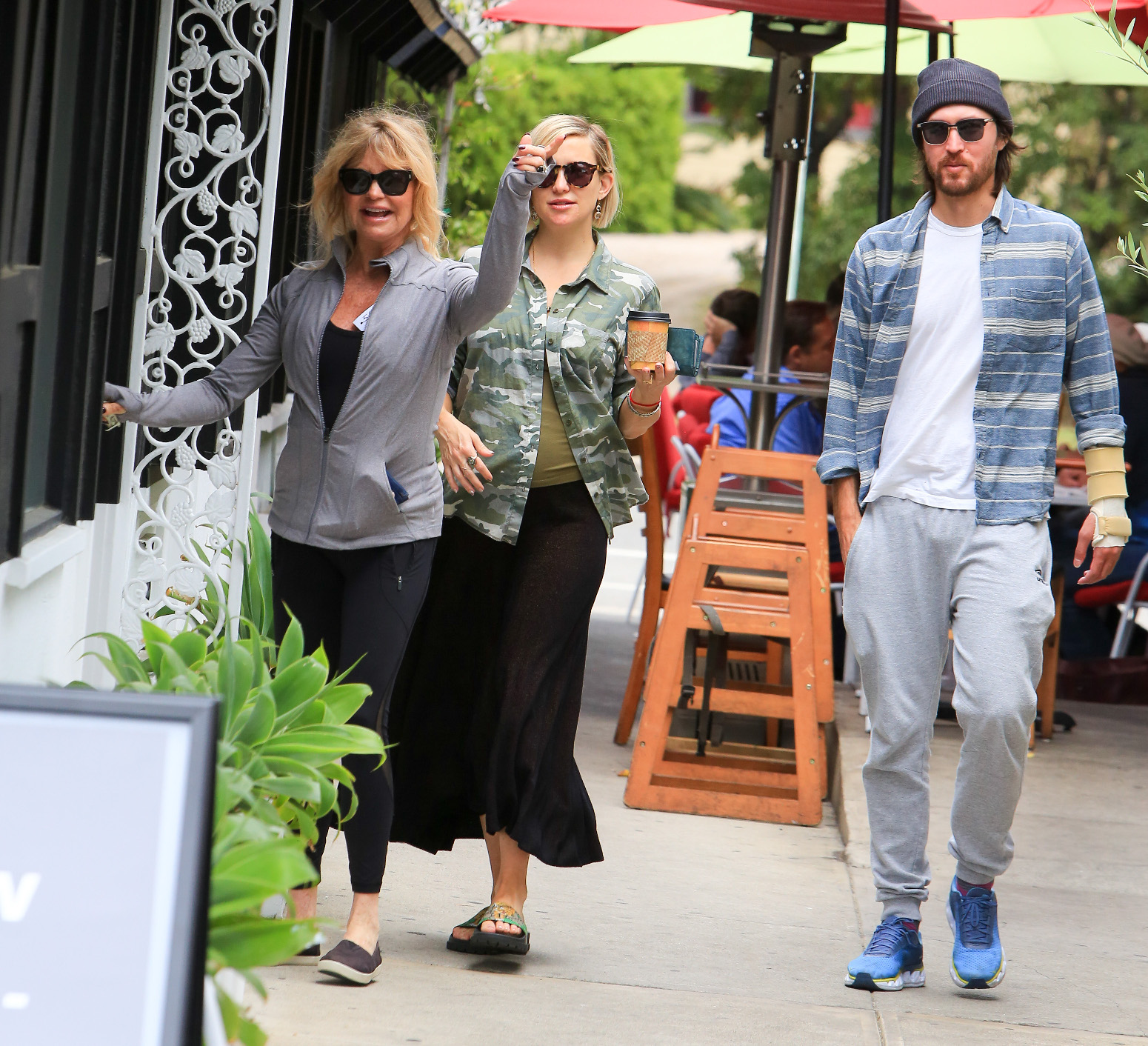 Kate Hudson and Goldie Hawn spotted out and about in Los Angeles <P> Pictured: Goldie Hawn, Daniel Fujikaw and Kate Hudson <B>Ref: SPL1701034  210518  </B><BR/> Picture by: BG004/Bauer Griffin LLC<BR/> </P><P>
