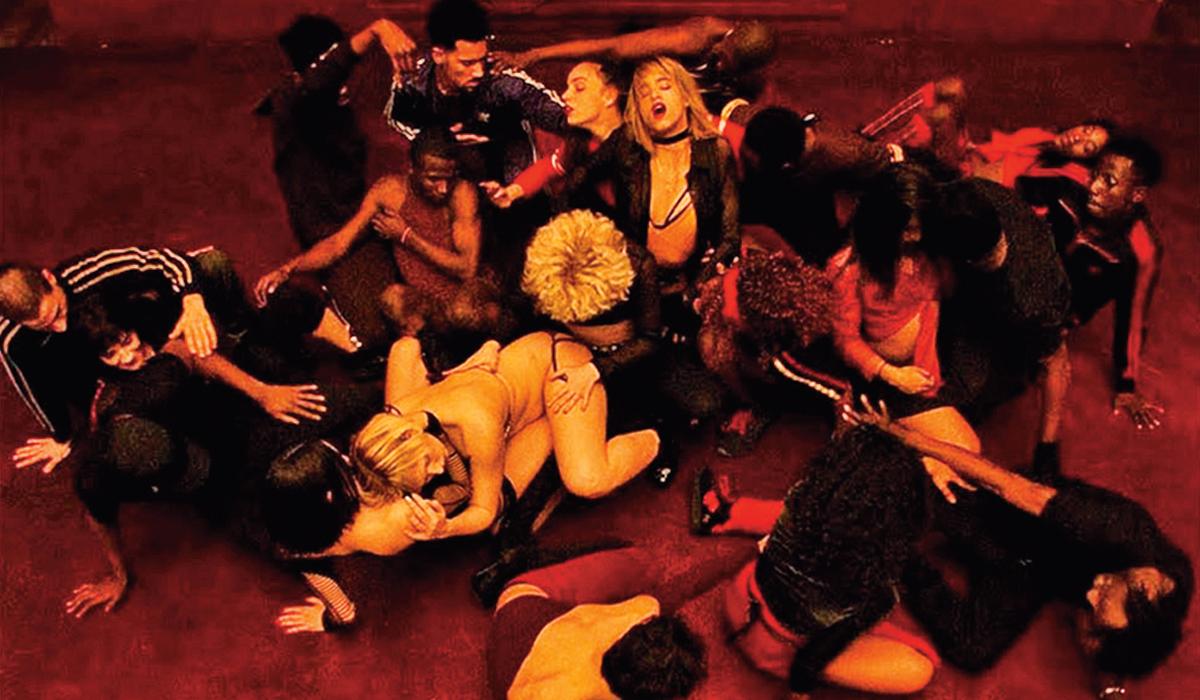 Noeov film temelji se na (navodno) istinitoj epizodi iz 1996., kad je jedan francuski plesni ansambl slavio premijeru tulumom s puno alkohola. Netko je, međutim, u piće smiješao LSD, što je rezultiralo masovnim tripovanjem
