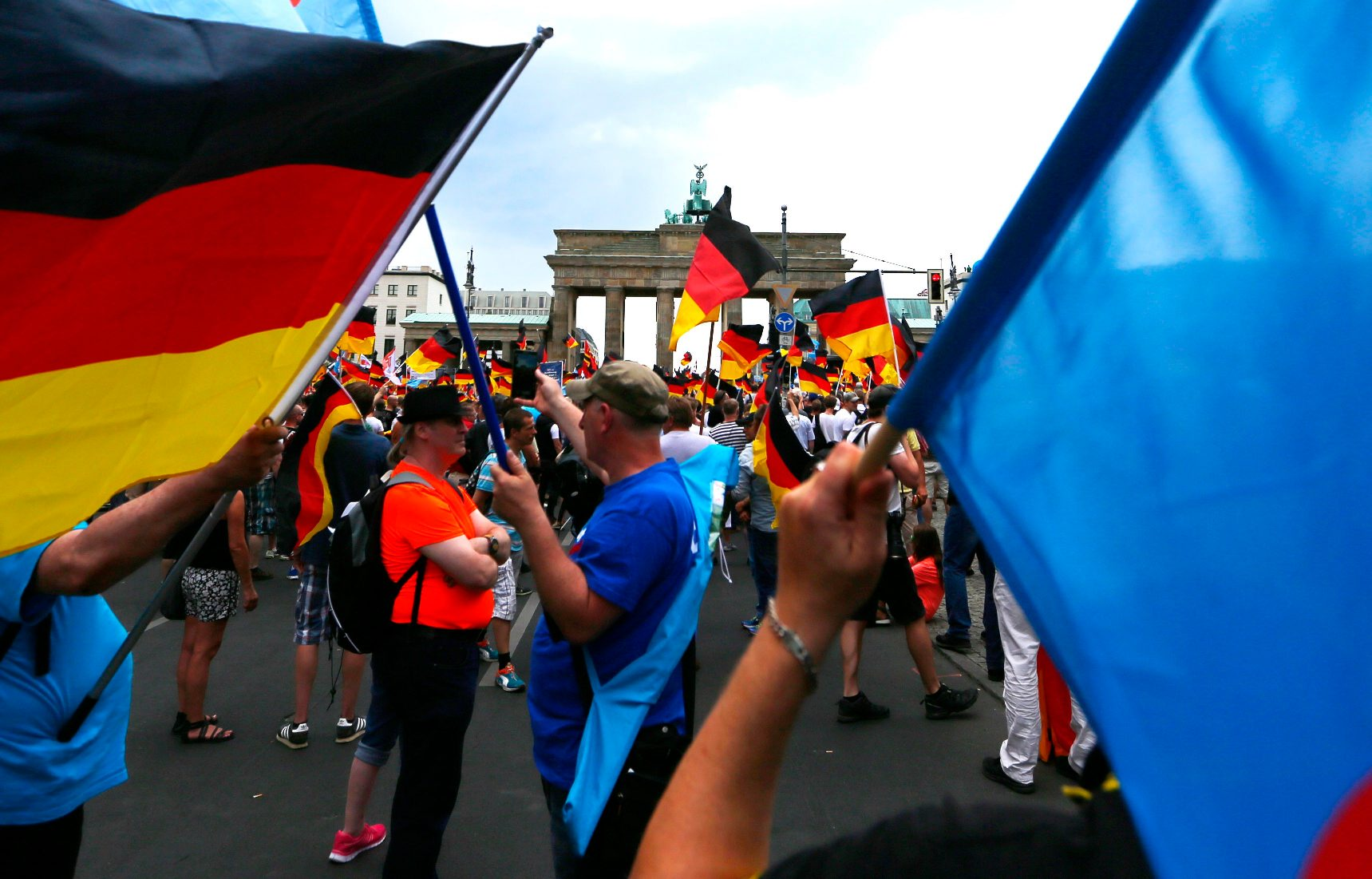 2018-05-27T131344Z_1154385055_UP1EE5R10QV6I_RTRMADP_3_GERMANY-PROTEST-AFD