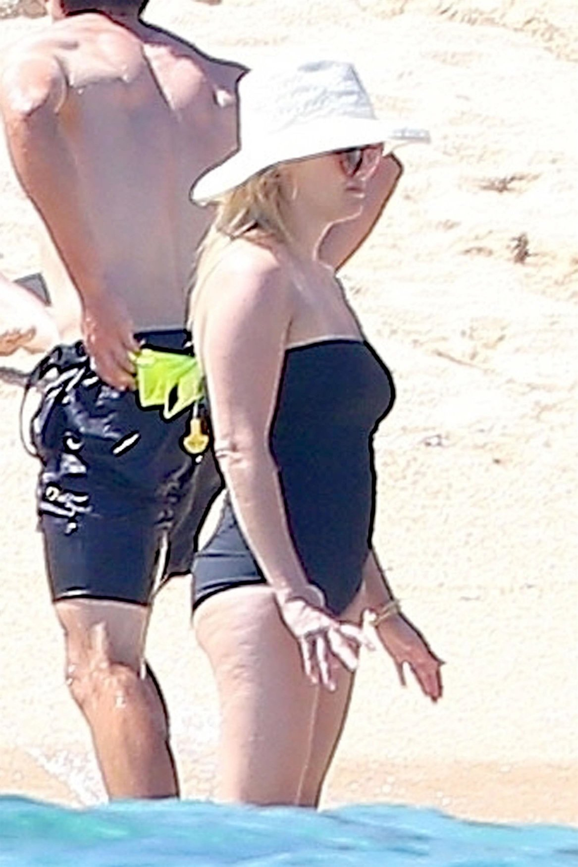 Los Cabos, MEXICO  - *EXCLUSIVE*  - Actress Reese Witherspoon was spotted spending some time with her family and relaxing at a resort while on holiday in Los Cabos.  Pictured: Reese Witherspoon    *UK Clients - Pictures Containing Children Please Pixelate Face Prior To Publication*, Image: 373207562, License: Rights-managed, Restrictions: , Model Release: no, Credit line: Profimedia, AKM-GSI
