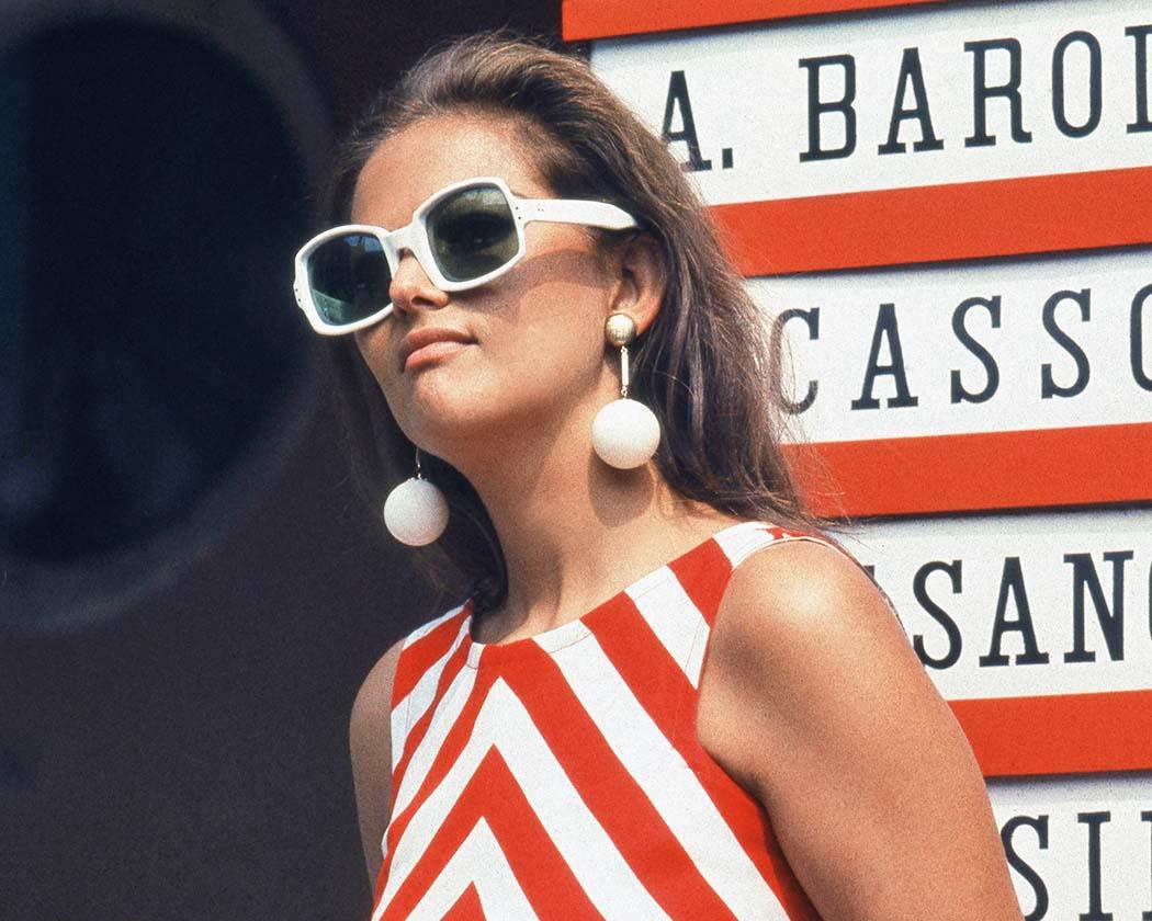 1960. - Talijanska glumica Claudia Cardinale: kvadrati na očima, kugle na ušima