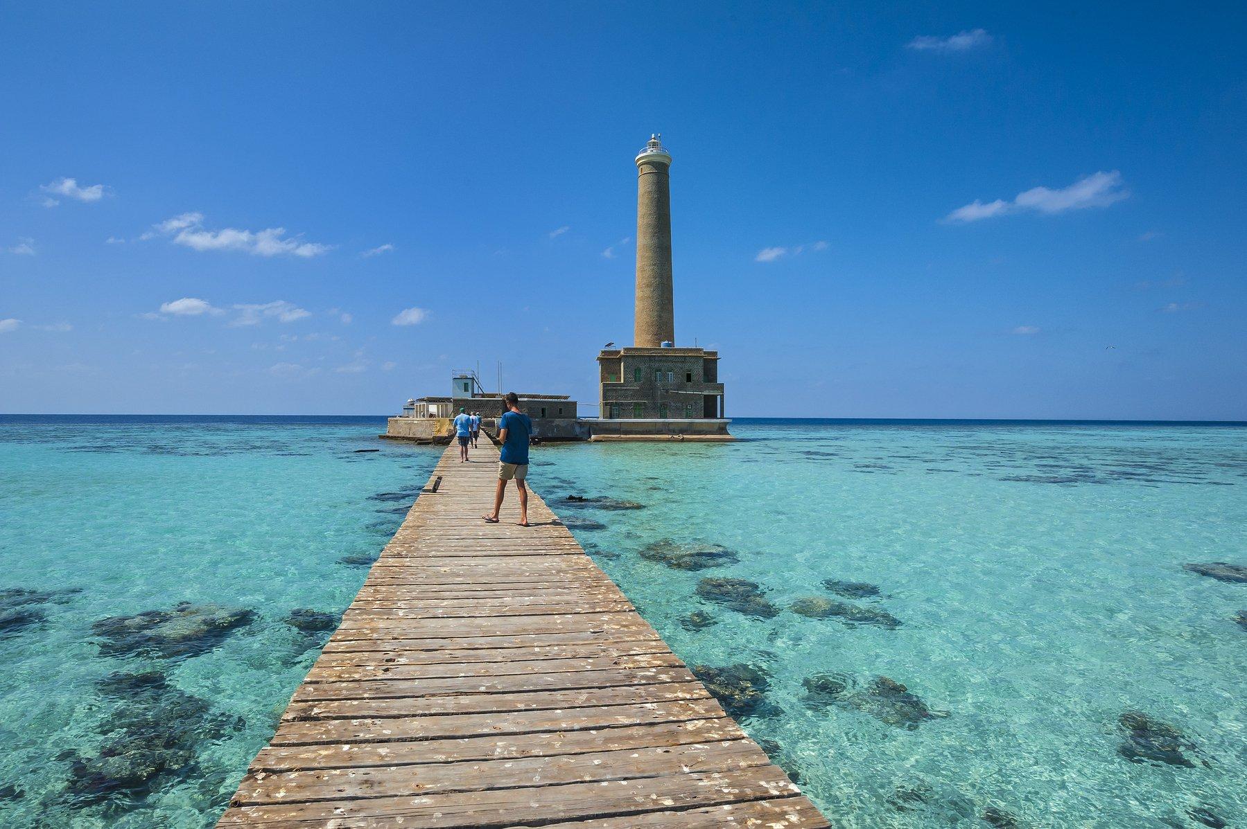 Svjetionik na jednom od sudanskih koraljnih grebena, pored kojih je bio lociran i resort Arous