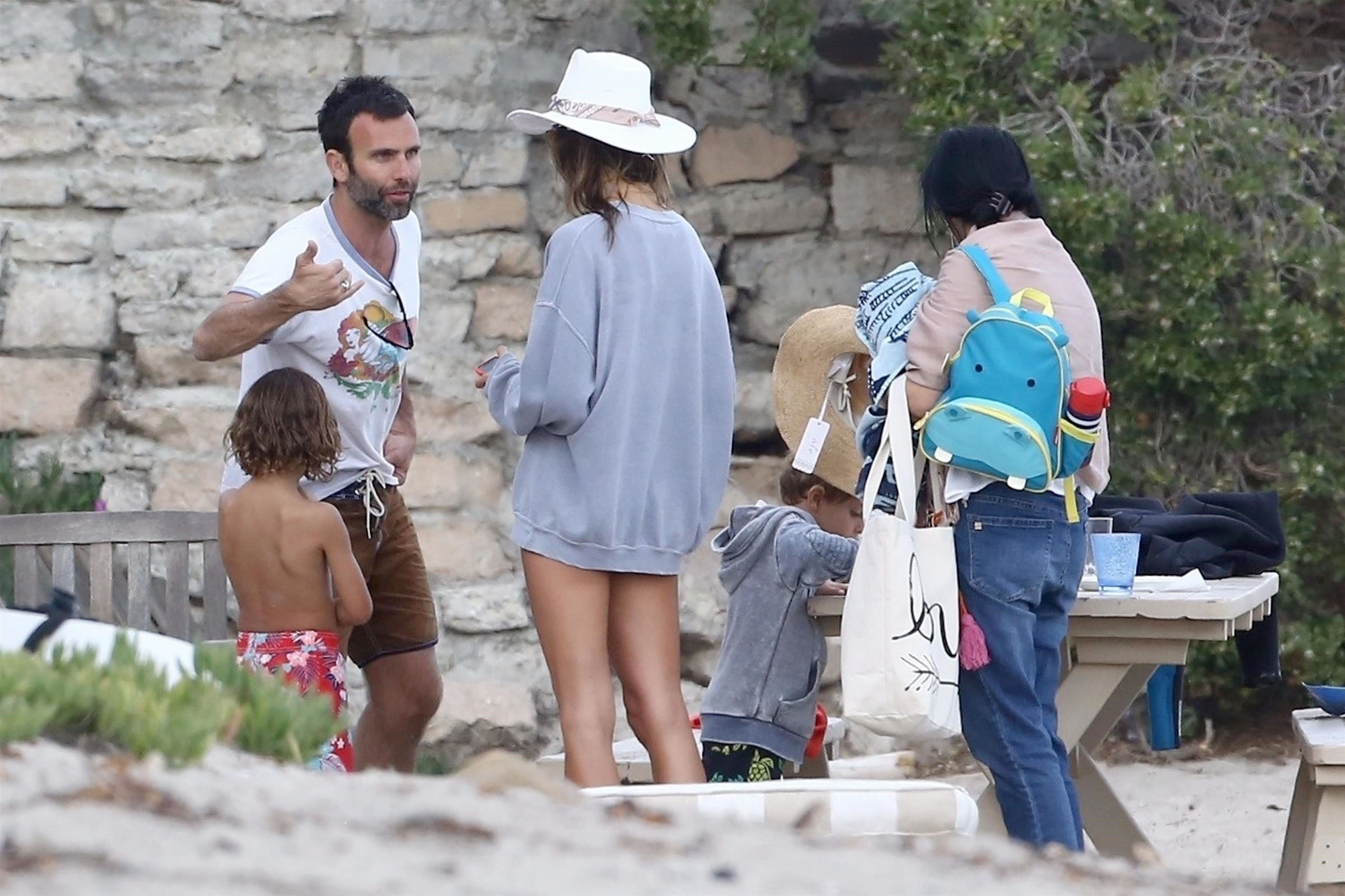 Malibu, CA  - *EXCLUSIVE*  - Supermodel Alessandra Ambrosio and her ex-fiance Jamie Mazur were spotted enjoying a family day on the beach with their kids in Malibu.  Pictured: Alessandra Ambrosio, Jamie Mazur    *UK Clients - Pictures Containing Children Please Pixelate Face Prior To Publication*, Image: 370796257, License: Rights-managed, Restrictions: , Model Release: no, Credit line: Profimedia, AKM-GSI