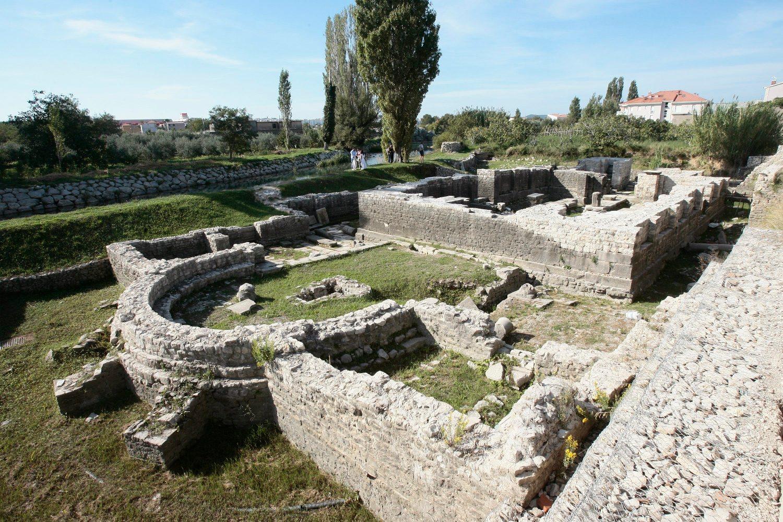 Šuplja crkva u Solinu u kojoj je navodno okrunjen hrvatski kralj Zvonimir.