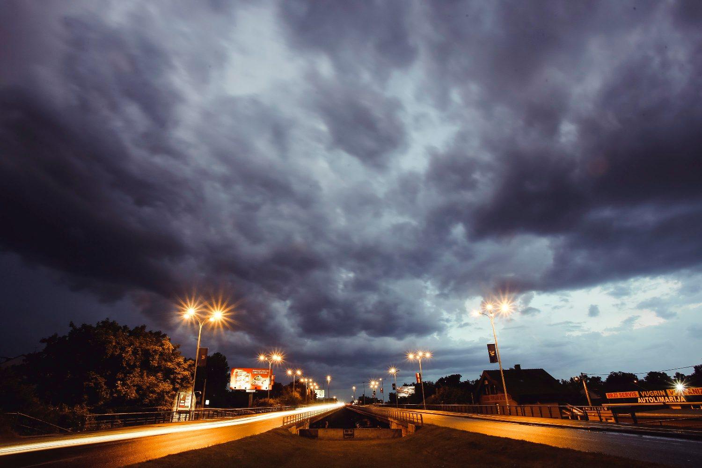 Jutarnji List Ljetna Oluja U Zagrebu U Samo Sat Vremena Spustila Temperaturu Zraka Za 7 Stupnjeva Nevrijeme Rashladilo Metropolu Vjetar Rusio Stabla Bilo I Tuce
