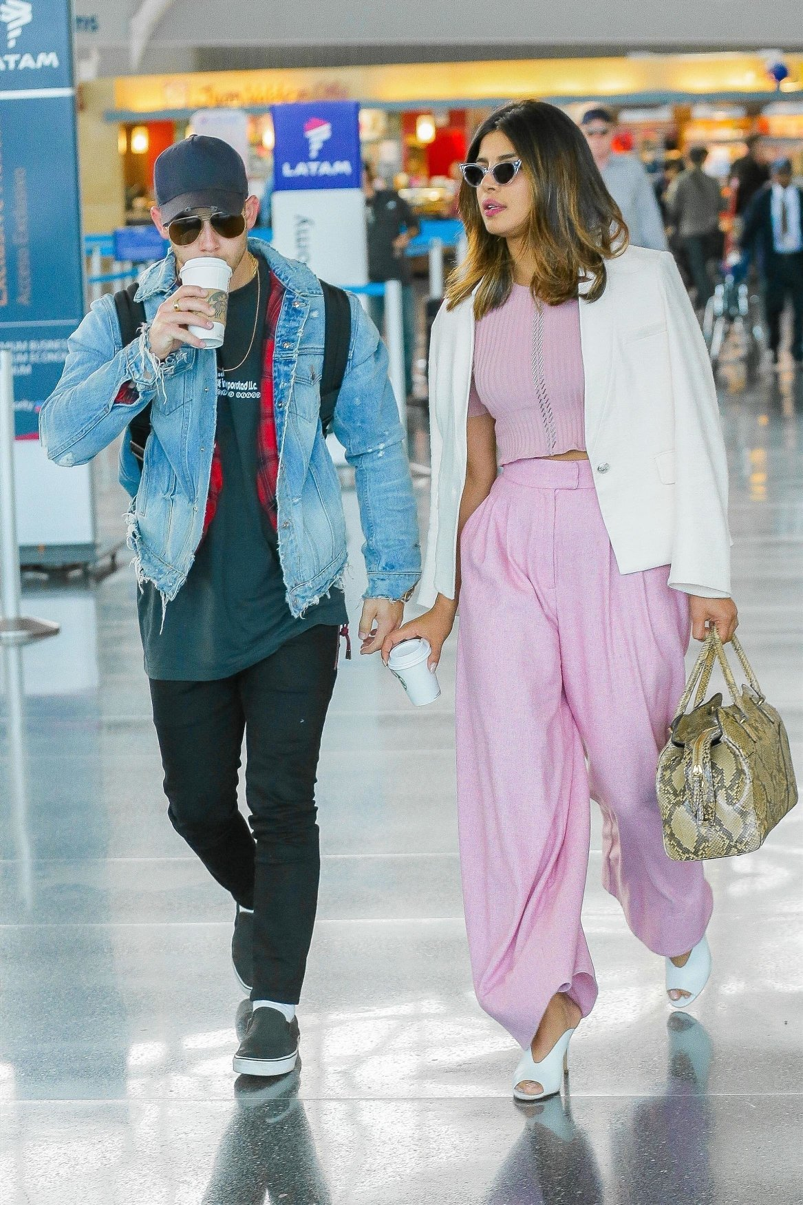 New York, NY  - Actress Priyanka Chopra shows off her style in a beautiful pink and white ensemble while singer Nick Jonas goes for the casual look while touching down at JFK Airport in New York City. The hot new couple were both enjoying some coffee during their arrival.  Pictured: Nick Jonas, Priyanka Chopra  BACKGRID USA 8 JUNE 2018, Image: 374255878, License: Rights-managed, Restrictions: , Model Release: no, Credit line: Profimedia, AKM-GSI