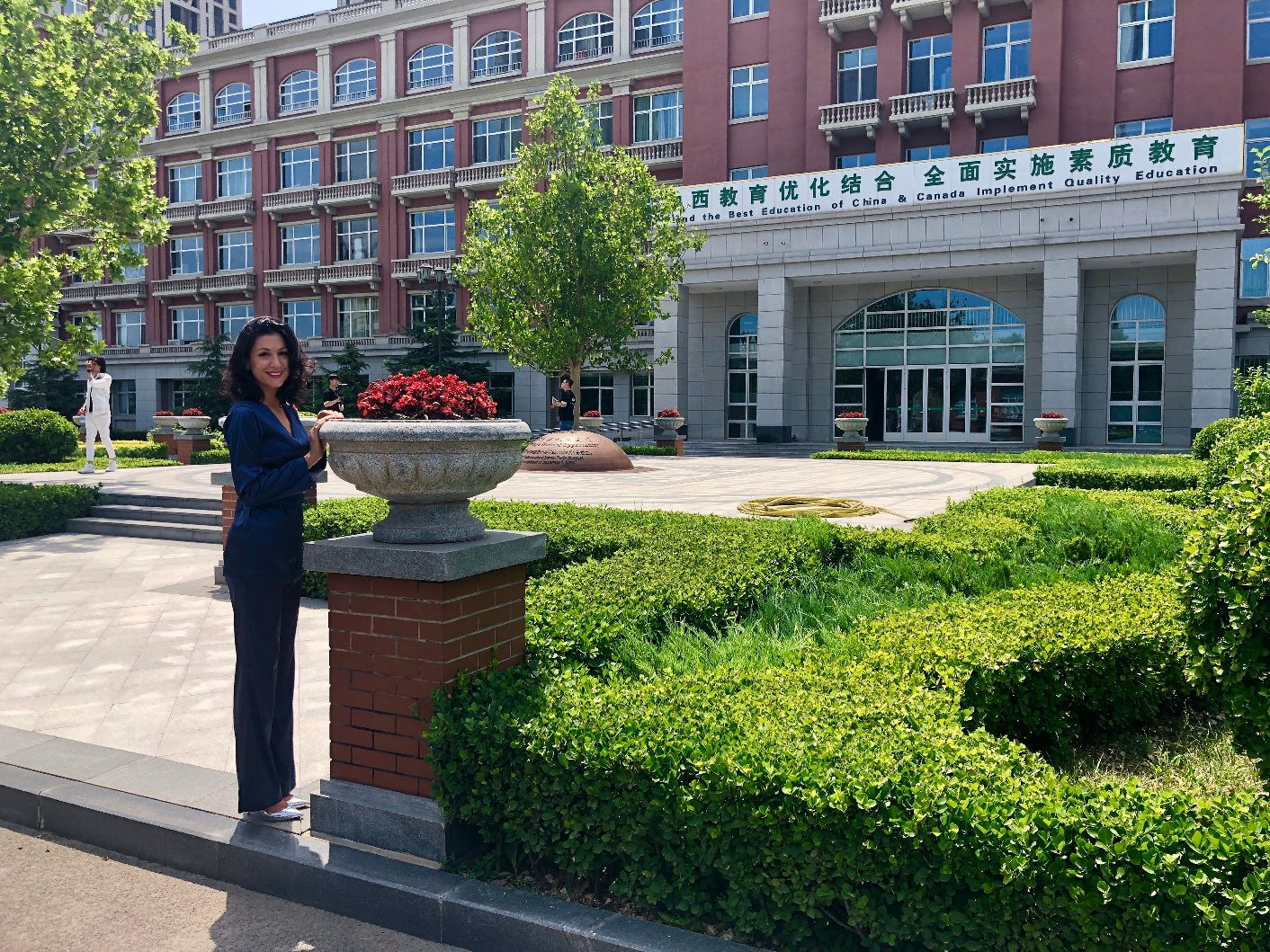 Ana ispred škole u Tianjinu