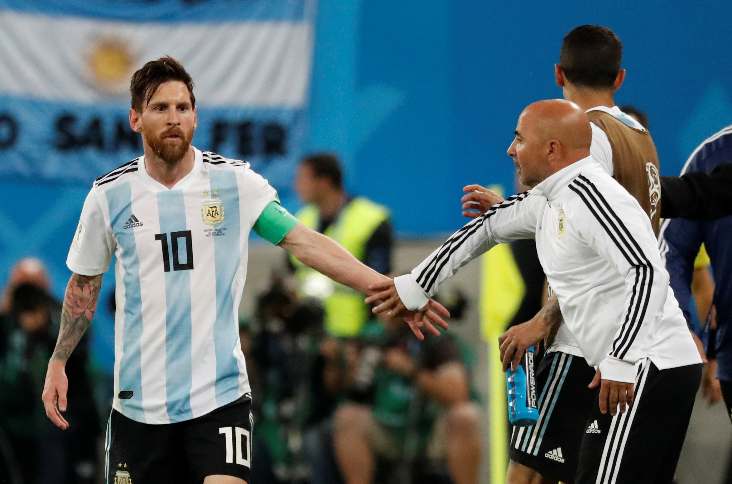 2018-06-26T195607Z_381545855_RC193337F220_RTRMADP_3_SOCCER-WORLDCUP-NGA-ARG