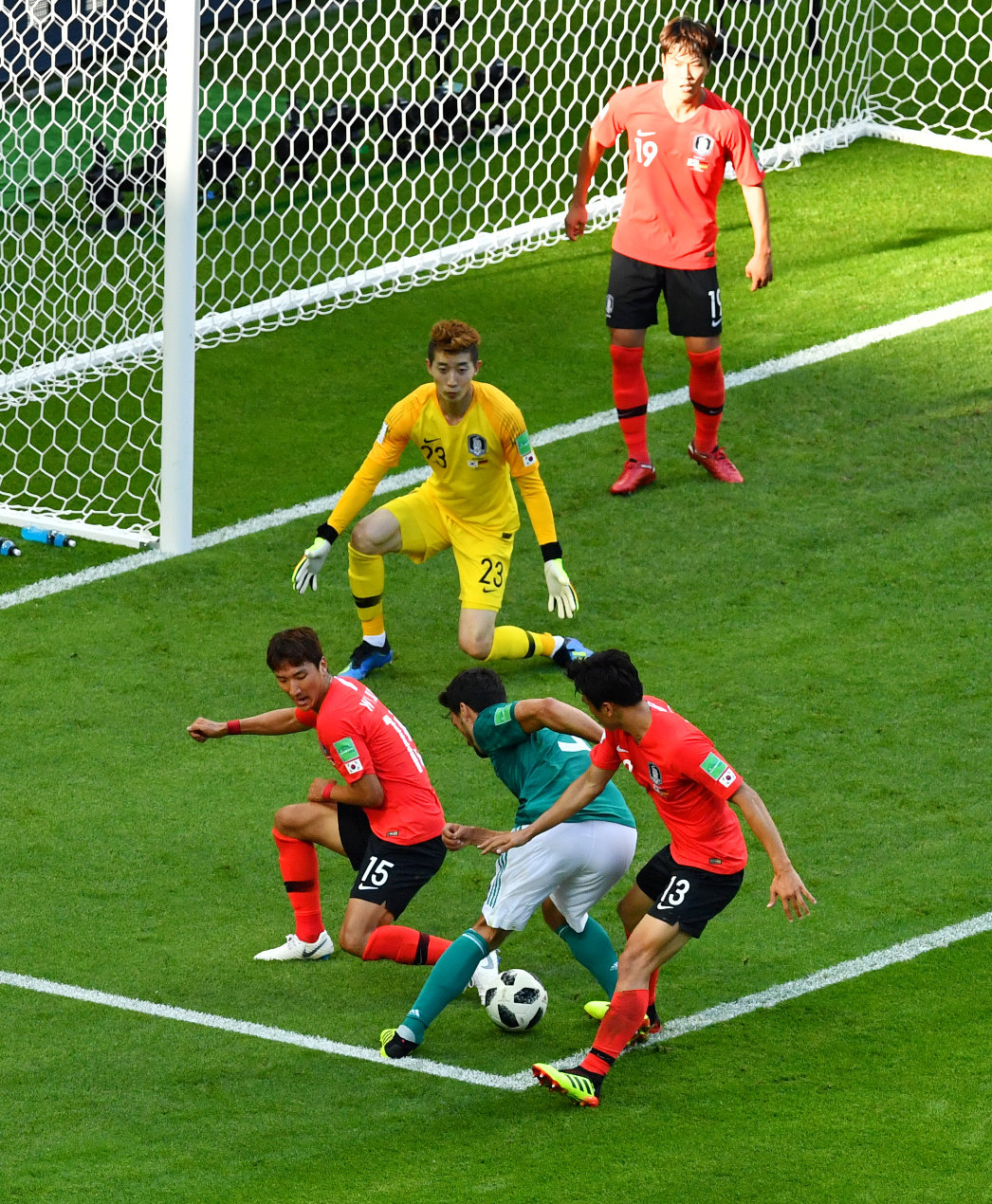 2018-06-27T144221Z_1904898310_RC121AD6A0D0_RTRMADP_3_SOCCER-WORLDCUP-KOR-GER