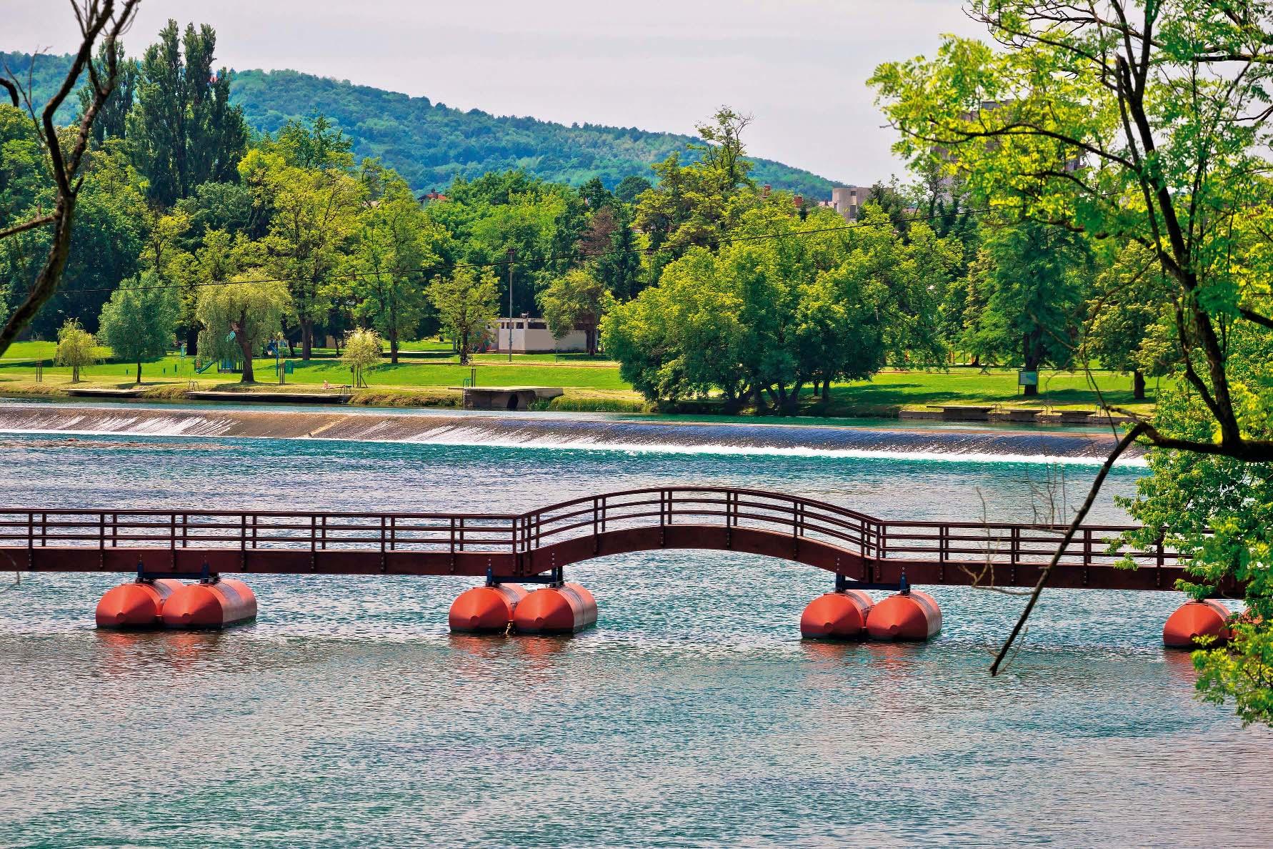 Pontonski most na Korani s lukom za prolazak čamaca