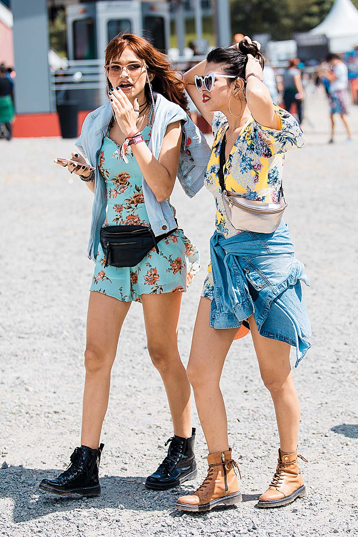 Kratke cvjetne haljine dio su stajlinga za glazbene festivale