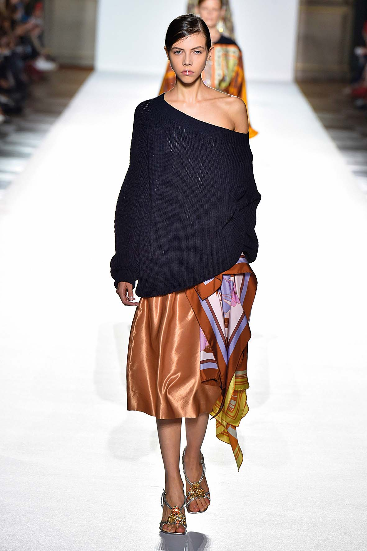 PARIS, FRANCE - SEPTEMBER 27:  A model walks the runway at the Dries Van Noten   Spring Summer 2018 fashion show during Paris Fashion Week on September 27, 2017 in Paris, France.  (Photo by Catwalking/Getty Images)