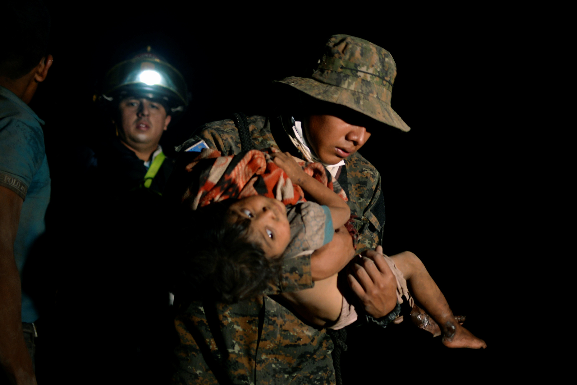 ATTENTION EDITORS - VISUAL COVERAGE OF SCENES OF DEATH OR INJURY  A soldier carries a child covered with ash after Guatemala's Fuego volcano erupted violently in El Rodeo, Guatemala June 3, 2018. REUTERS/ Fabricio Alonzo - RC1A0F6EED70