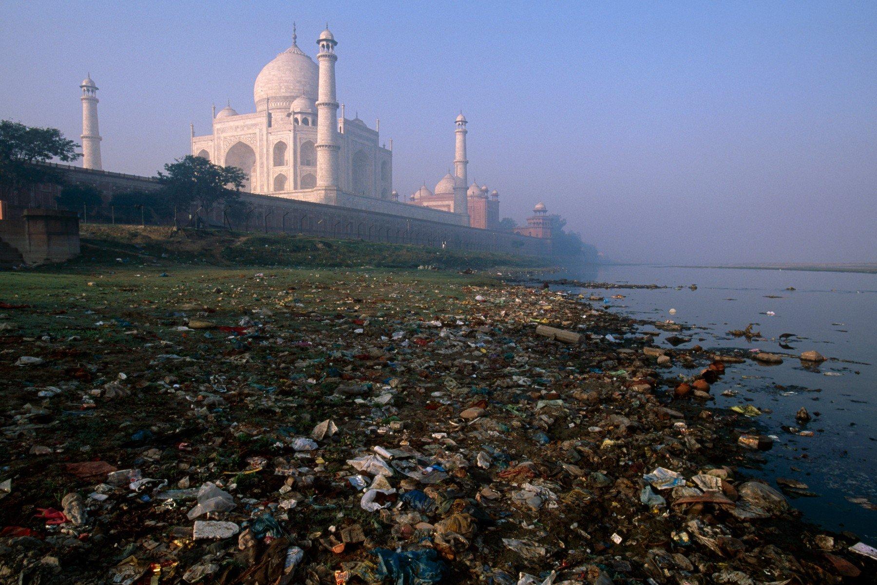 Smeće kraj Taj Mahala u Indiji