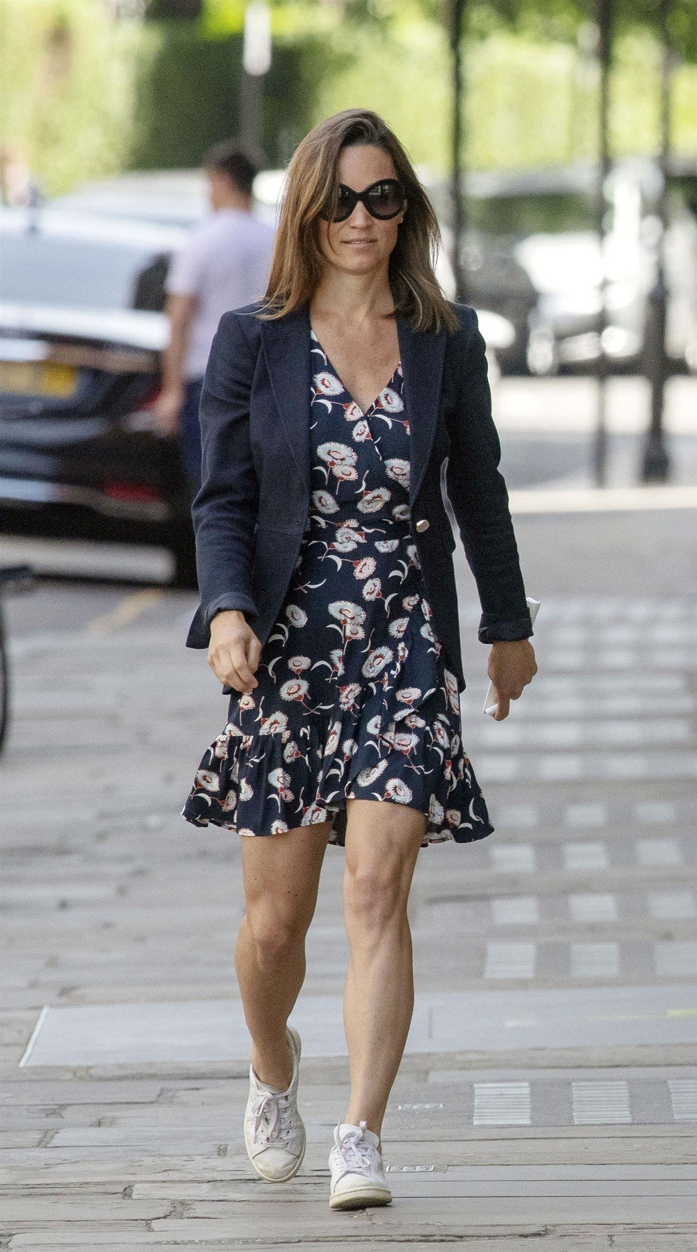 BGUK_1255155 - London, UNITED KINGDOM  -  *EXCLUSIVE*  - WEB MUST CALL FOR PRICING - Pregnant Pippa Middleton pictured showing off her super toned muscly legs while out in the sunshine in London, Pippa also shows she a fan of an apple a day keeps the doctor away.  Pictured: Pippa Middleton    *UK Clients - Pictures Containing Children Please Pixelate Face Prior To Publication*, Image: 374108227, License: Rights-managed, Restrictions: , Model Release: no, Credit line: Profimedia, Xposurephotos