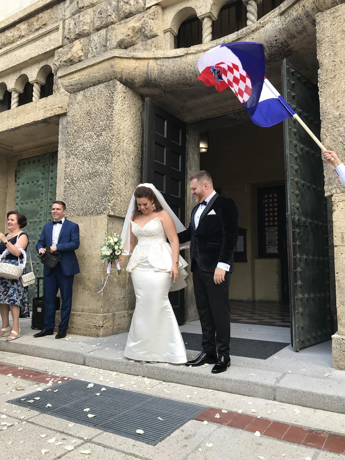 Lucija Lugomer izlazak iz crkve