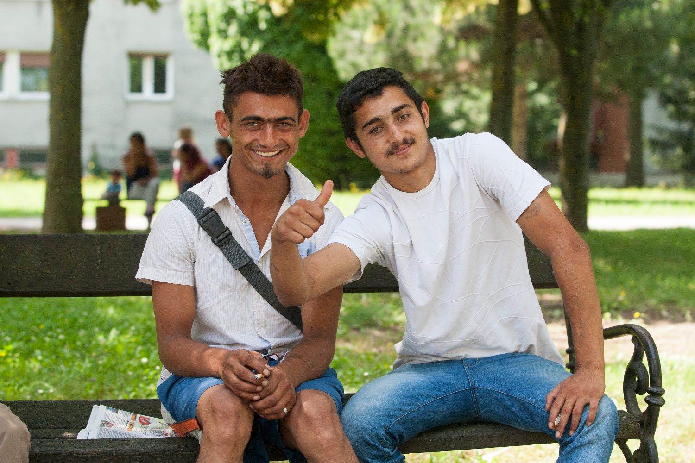 Koprivnica, 080618. Prica o anonimnom dobrotvoru iz Koprivnice koji je donirao djecje igraliste. Na fotografiji: nenad i Ljiljan, romi sugovornici. Foto: Zeljko Hajdinjak / CROPIX