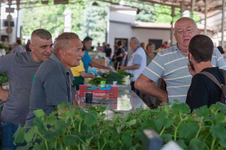 Koprivnica, 080618. Prica o anonimnom dobrotvoru iz Koprivnice koji je donirao djecje igraliste. Na fotografiji: trznica u Koprivnici. Foto: Zeljko Hajdinjak / CROPIX