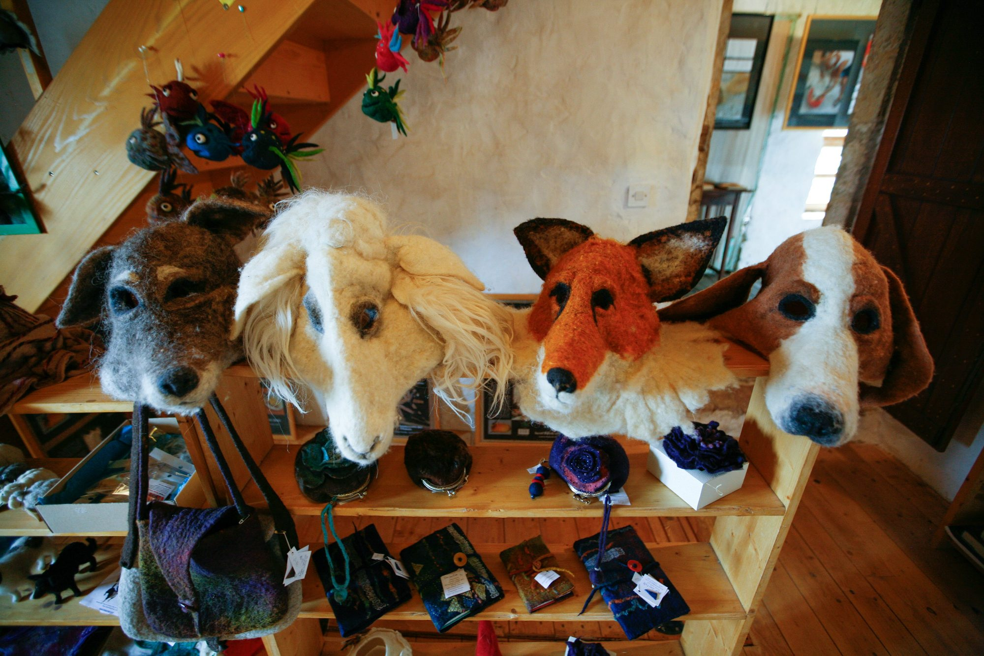 Lubenice, 060718. Muzej Ovcarstva. Tea de Both izradjuje od vune lutke, maske i razne igracke. Na fotografiji: muzej sa proizvodima. Foto: Matija Djanjesic / CROPIX