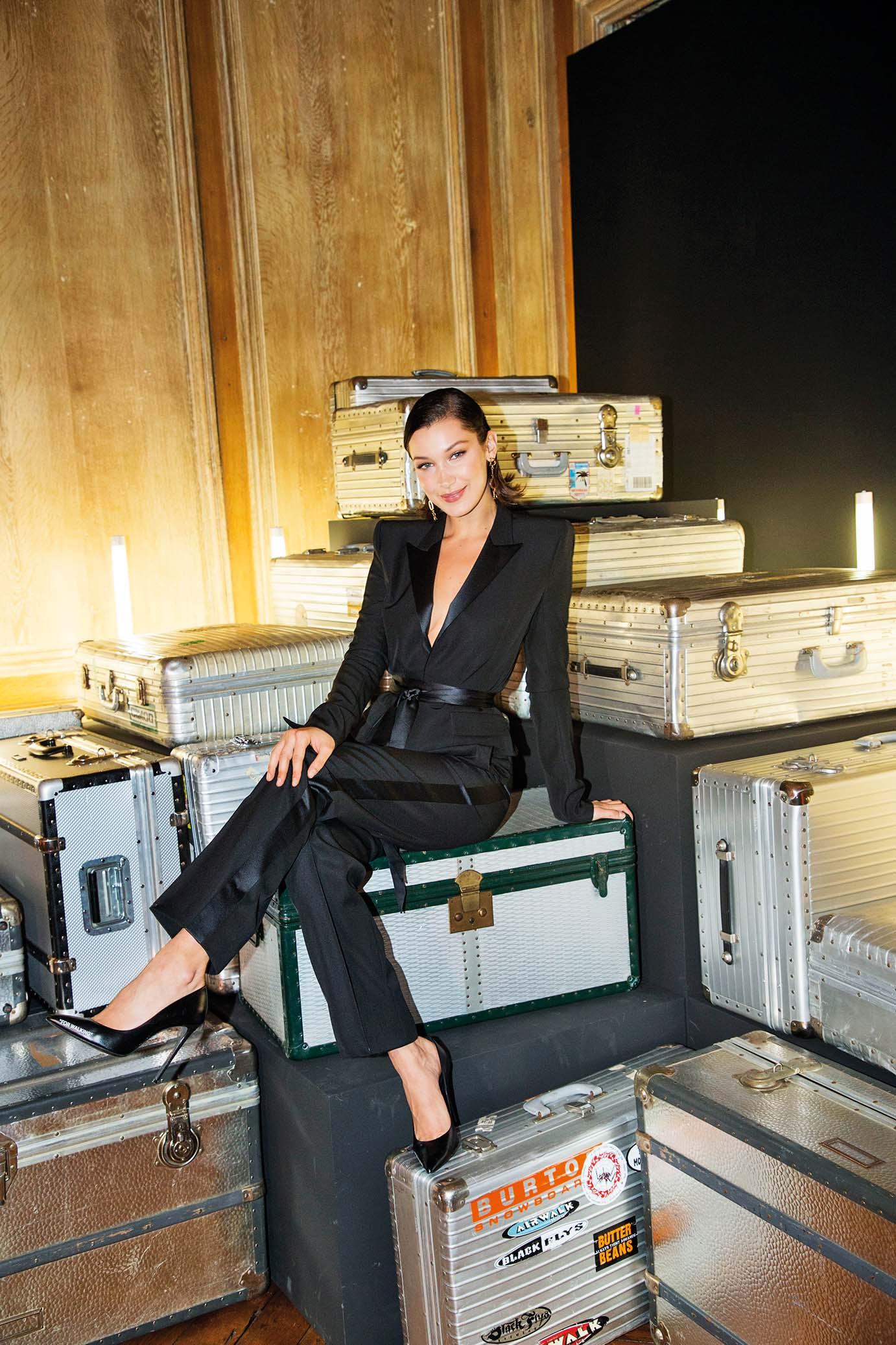 Američka manekenka Bella Hadid s kultnim aluminijskim kovčezima Rimowa