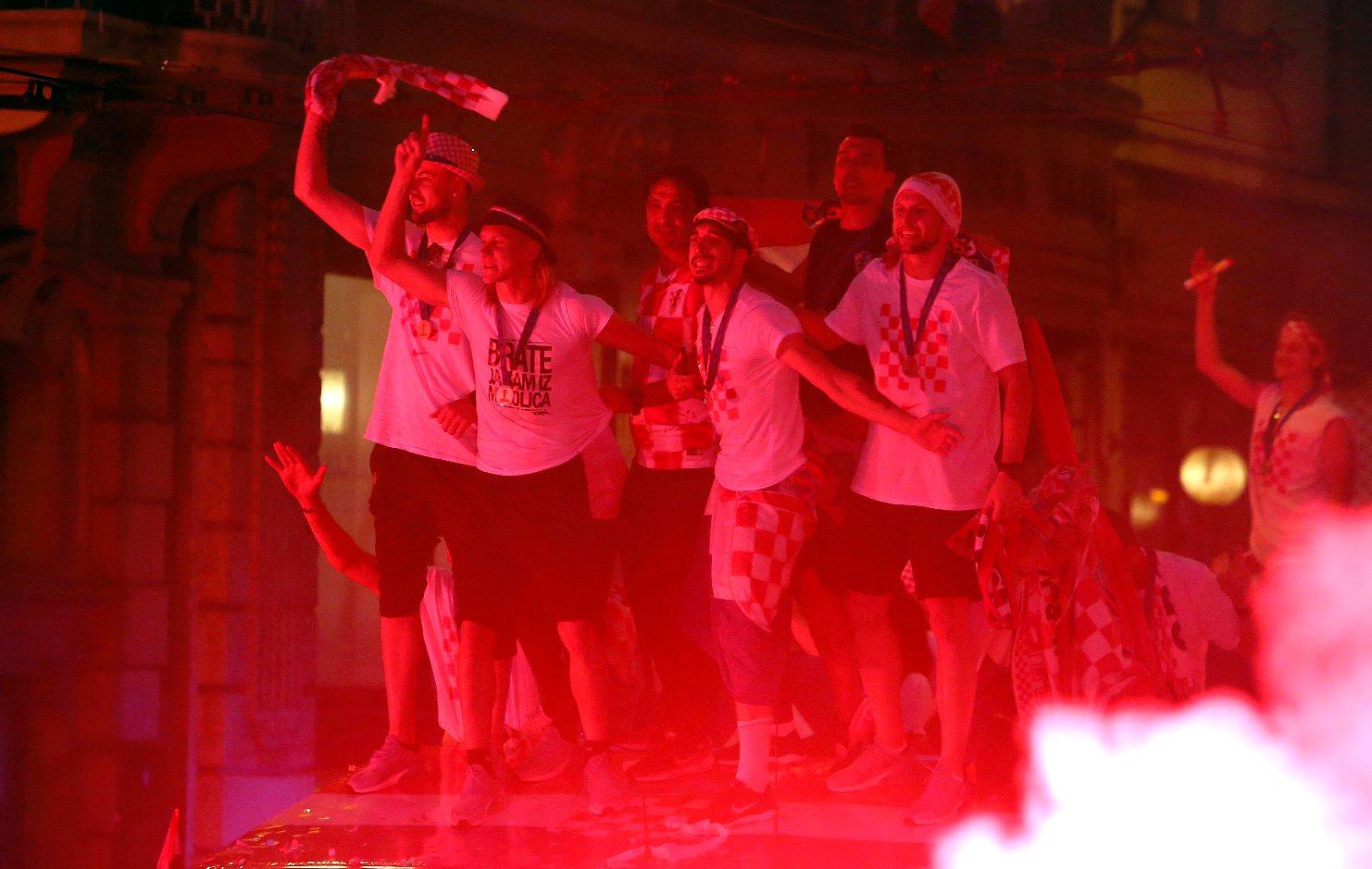 Zagreb, 160718. Na Trgu bana Jelacica organiziran je svecani doceka srebrnih nogometasa sa Svjetskog nogometnog prvenstva u Rusiji. Foto: Damjan Tadic  / CROPIX