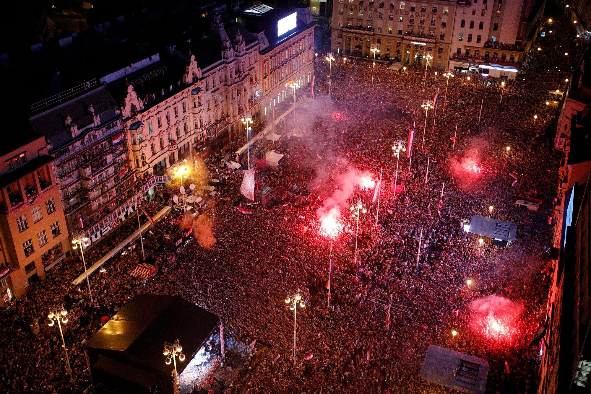 Zagreb, 160718. Na Trgu bana Jelacica organiziran je svecani doceka srebrnih nogometasa sa Svjetskog nogometnog prvenstva u Rusiji. Foto: Dragan Matic / CROPIX
