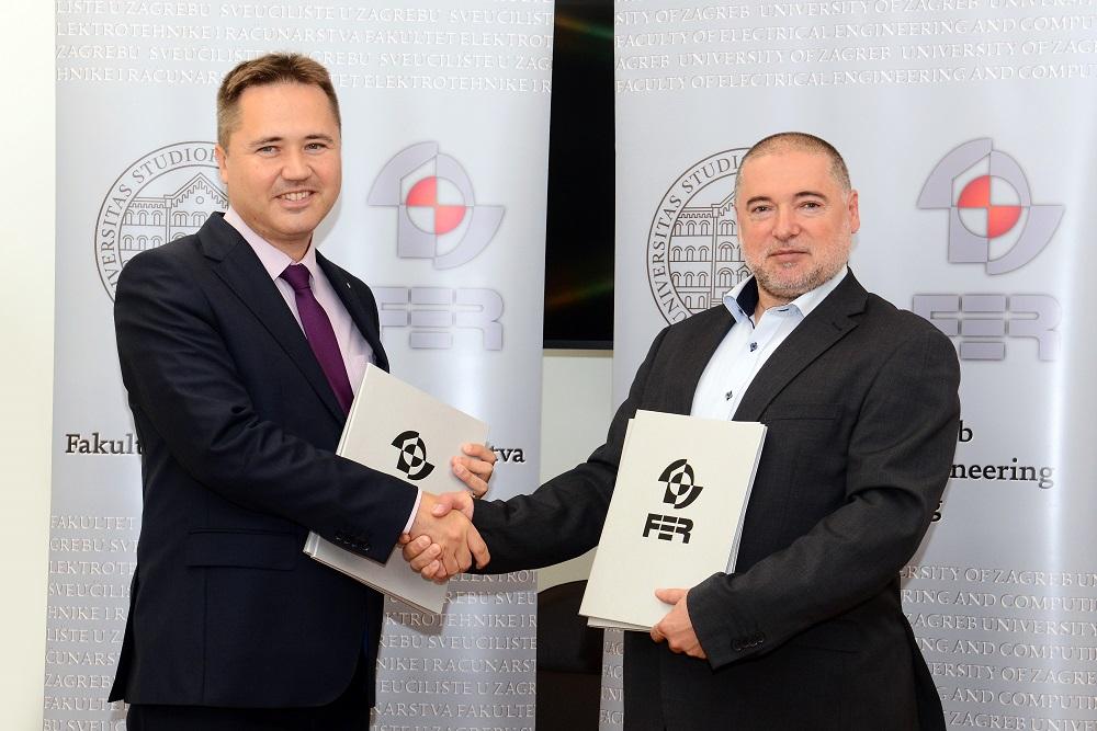 Mislav Grgić i Jure Sertić tijekom potpisivanja sporazuma između FER-a i AKD-a