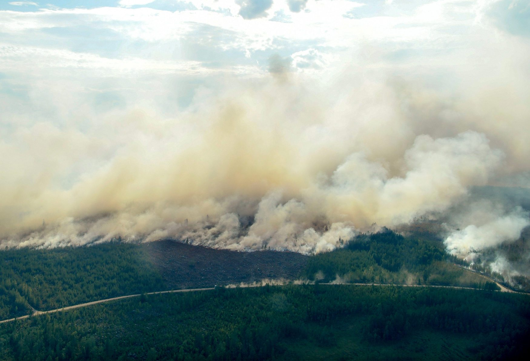 An aerial view of the wildfire outside Ljusdal, Sweden,  July 18, 2018. TT News Agency/Maja Suslin via REUTERS  ATTENTION EDITORS - THIS IMAGE WAS PROVIDED BY A THIRD PARTY. SWEDEN OUT. NO COMMERCIAL OR EDITORIAL SALES IN SWEDEN.