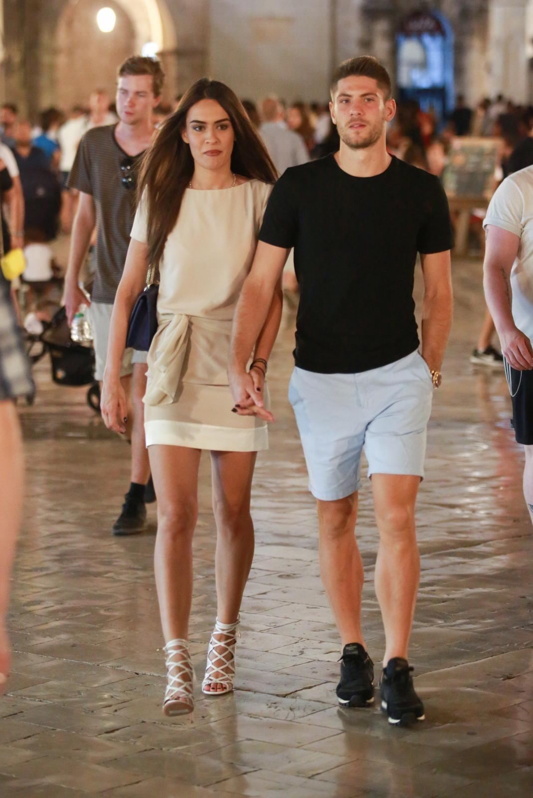 Kramarić s djevojkom na Stradunu 2018.