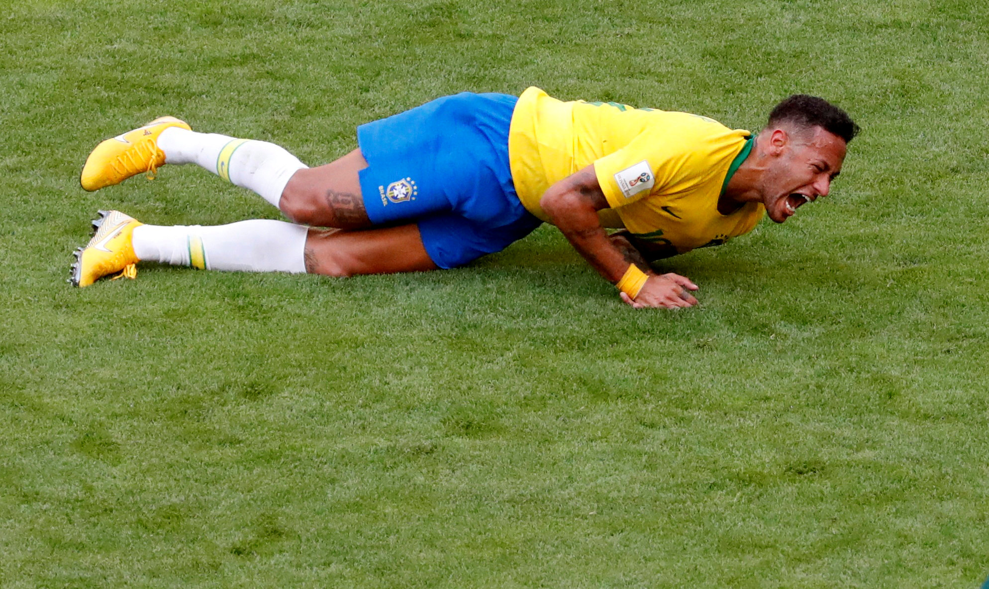 Soccer Football - World Cup - Round of 16 - Brazil vs Mexico - Samara Arena, Samara, Russia - July 2, 2018  Brazil's Neymar lies on the pitch after sustaining an injury    REUTERS/David Gray     TPX IMAGES OF THE DAY
