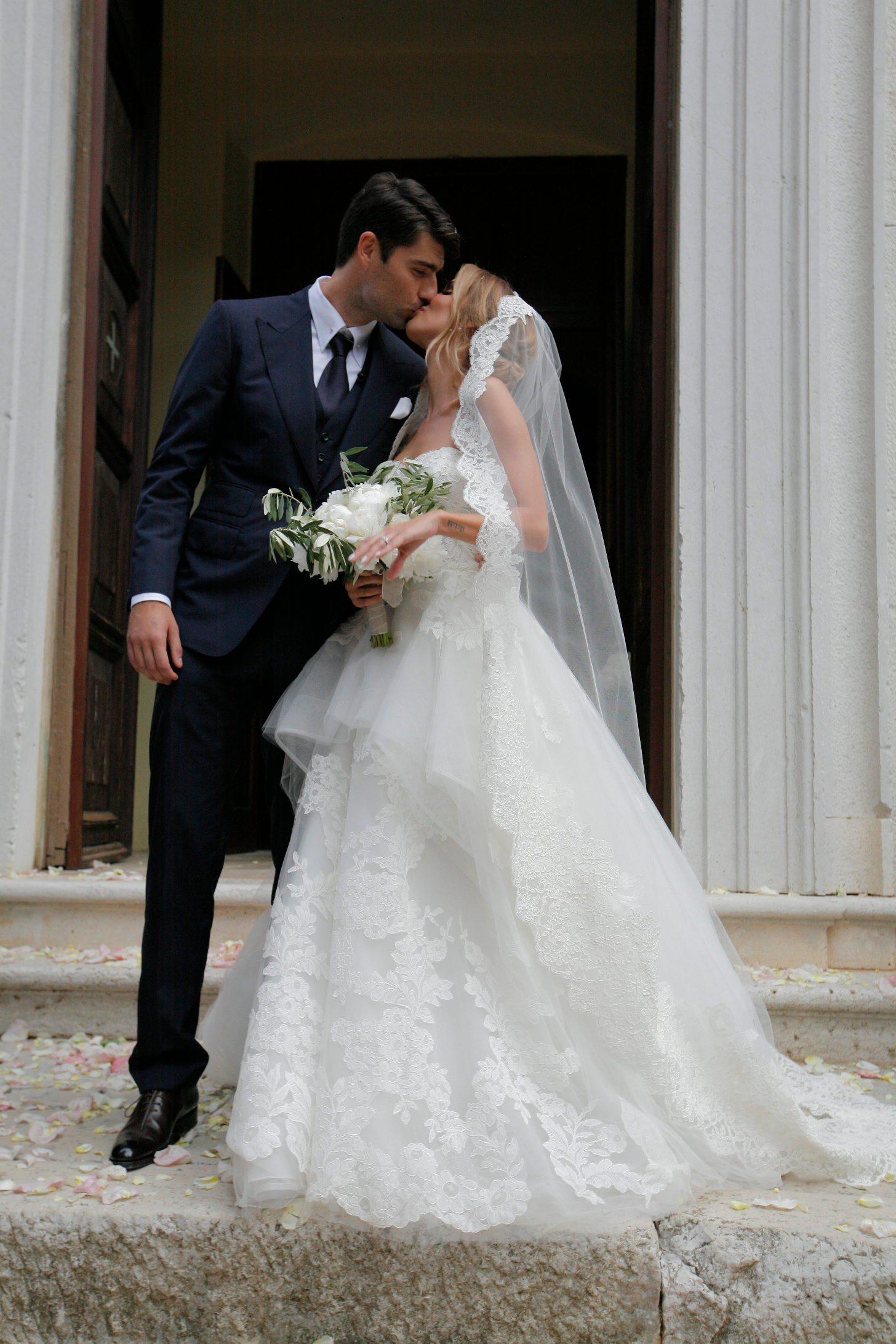 Bale, 210718. Pjevacica Franka Batelic i nogometas Vedran Corluka izmijenili su danas vjencane zavjete u crkvi sv. Petra u malom istarskom gradu Bale. Na fotografiji: Vedran Corluka i Franka Batelic. Foto: Matija Djanjesic / CROPIX