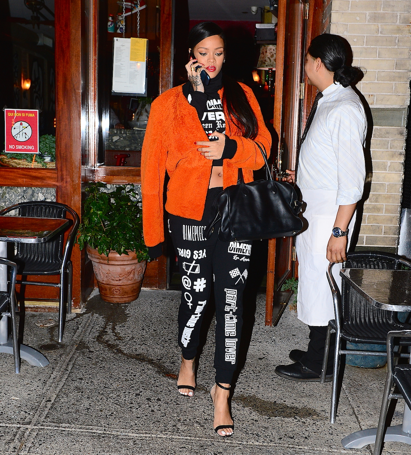 Rihanna was spotted leaving Da Silvano restaurant in NYC on Thursday, wearing a awesome