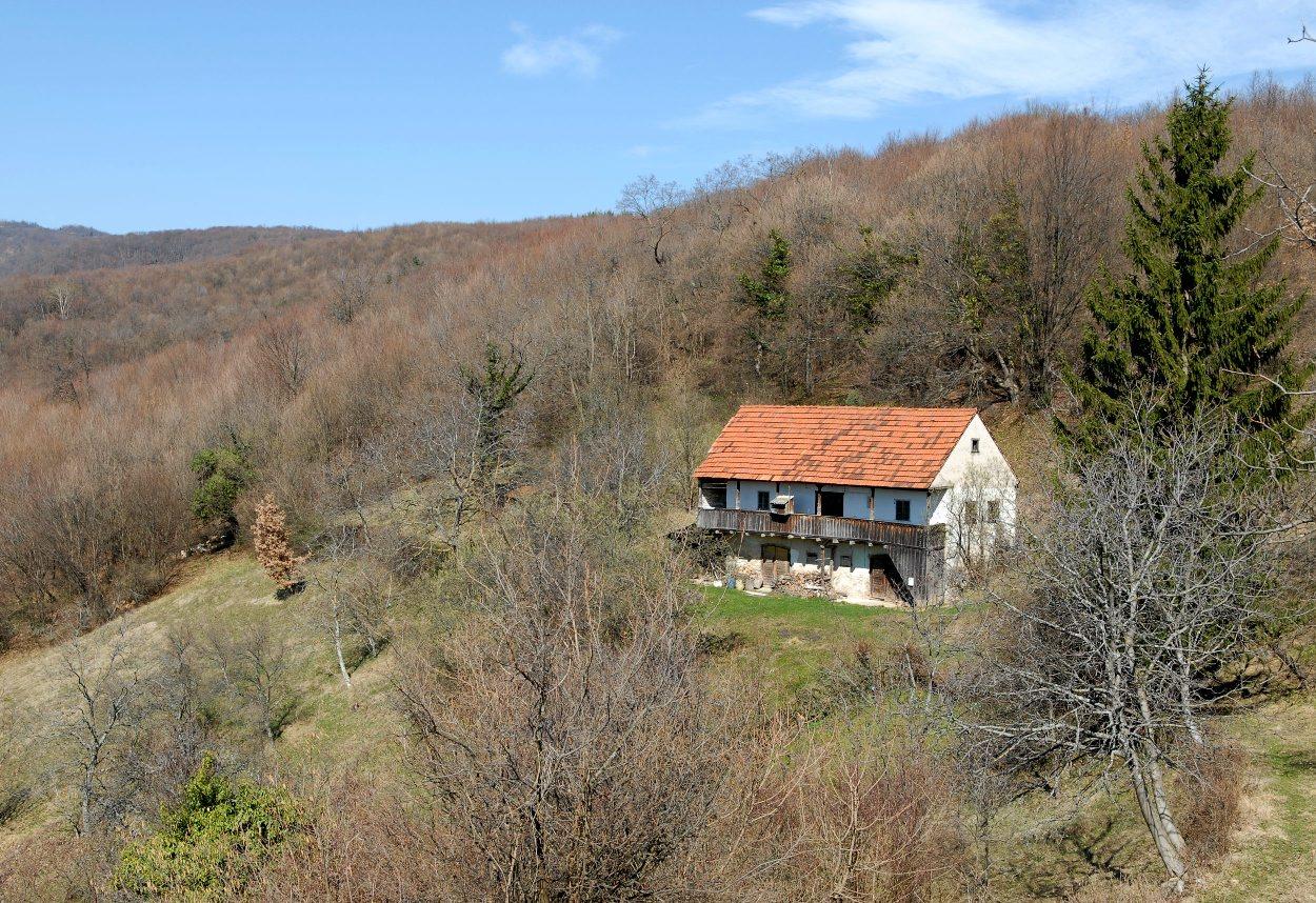 Samoborsko gorje, 120308. Usamljena stara kuca na cesti za Tihocaj (opcina Jastrebarsko) u Samoborskom gorju. Foto: Bruno Konjevic / CROPIX