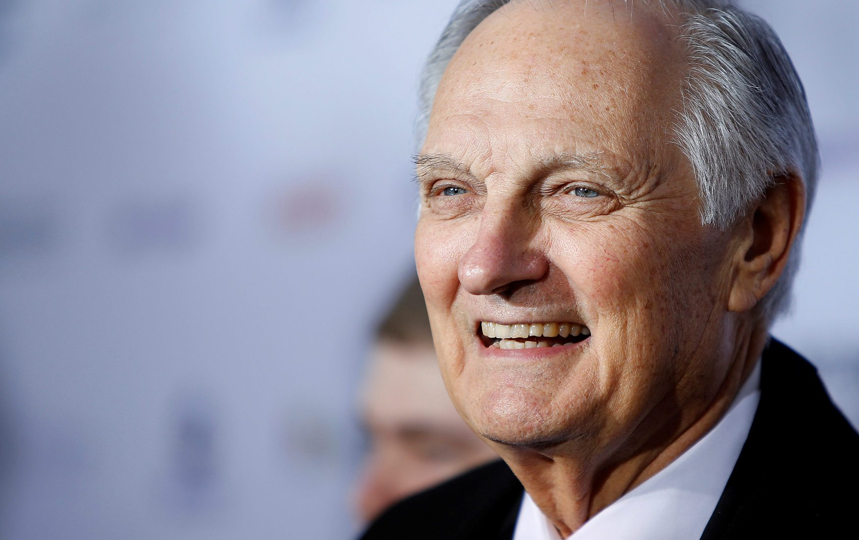 2018-07-31T145701Z_27759101_RC15FC5E5FC0_RTRMADP_3_PEOPLE-ALAN-ALDA