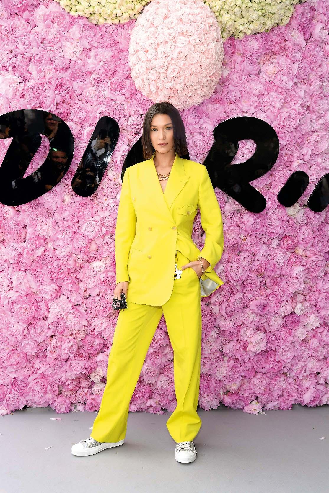 Američka manekenka Bella Hadid u odijelu Christian Dior
