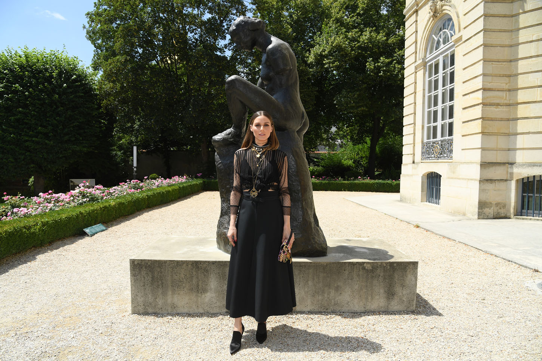 Od glave do pete u Dioru sa 'sedlo' torbicom u ruci