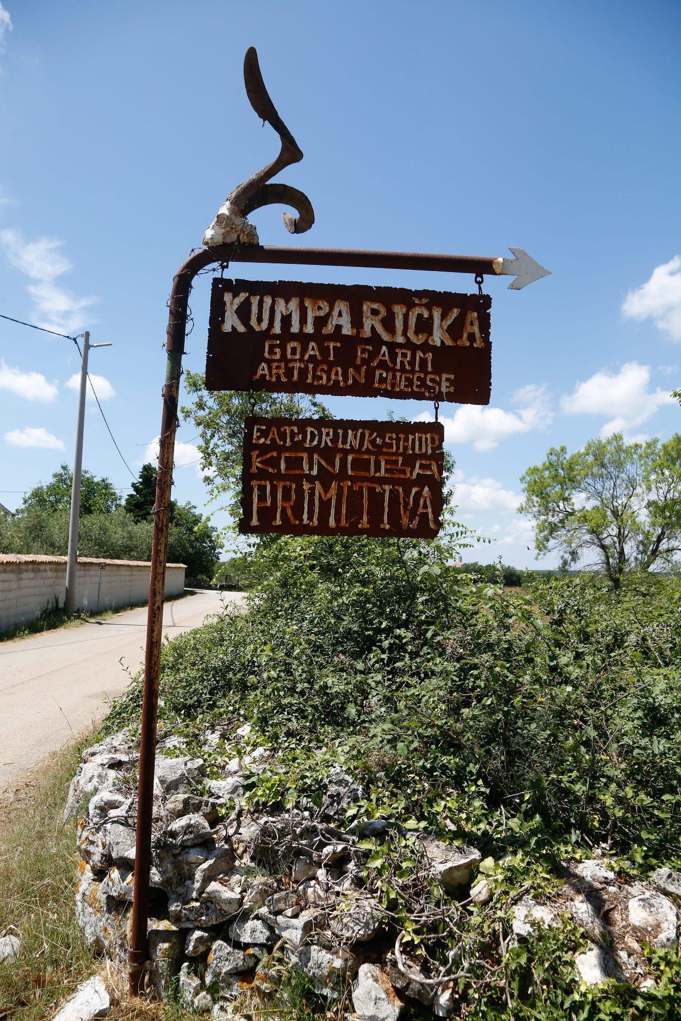 Stancija Kumparicka, 130618. Ales Winkler, vlasnik stancija Kumparicka, uzgajivac koza i proizvodjac kozjeg sira.  Foto: Goran Sebelic / CROPIX