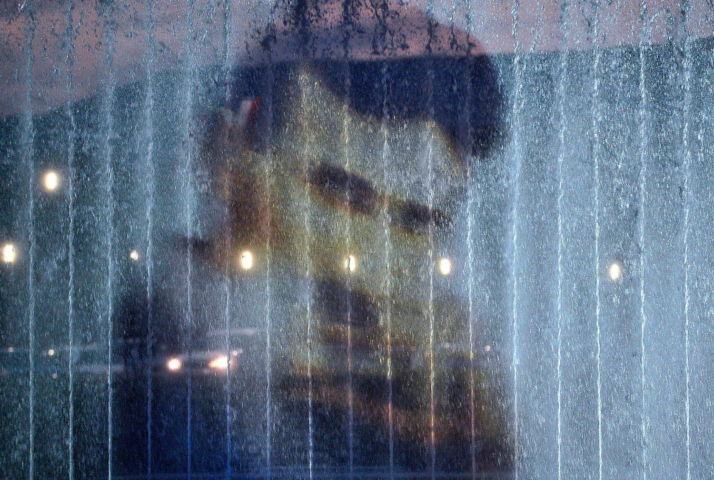 Zagreb, 090718. Ulica Hrvatske Bratske Zajednice. Na fotntanama ispred NSK postavljena je projekcija Nikole Tesle povodom 162. obljetnice njegovog rodjendana. Foto: Damir Krajac / CROPIX