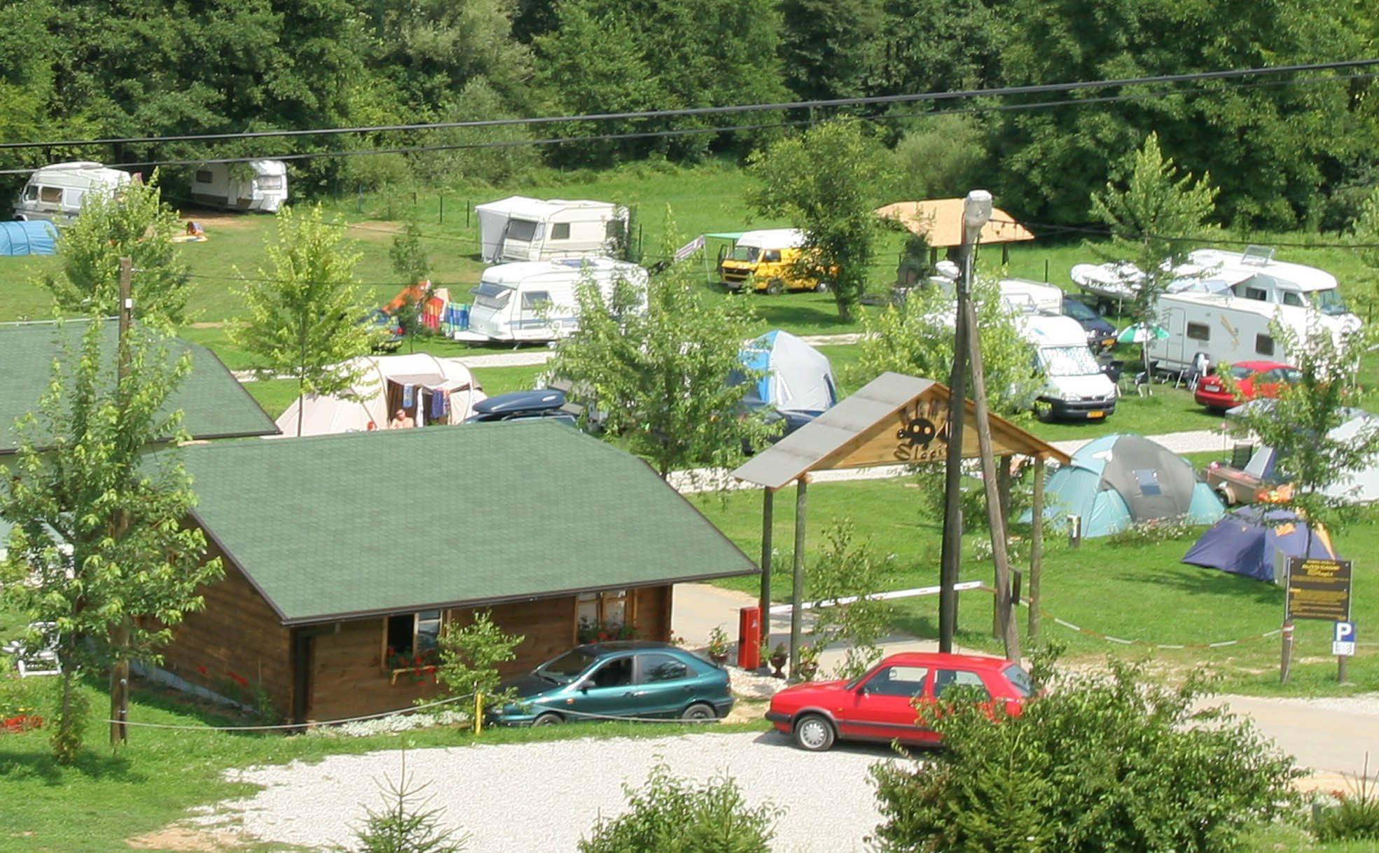 Kamp Slapić uz obalu Mrežnice